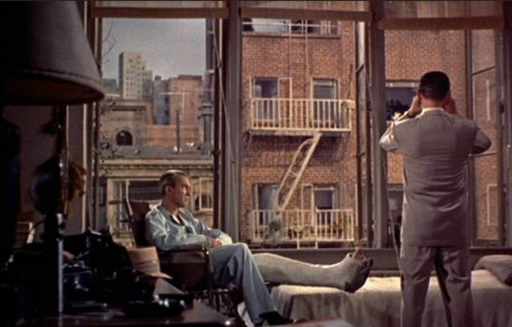 Scène tirée du film Fenêtre sur cour (1954) d'Alfred Hitchcock.