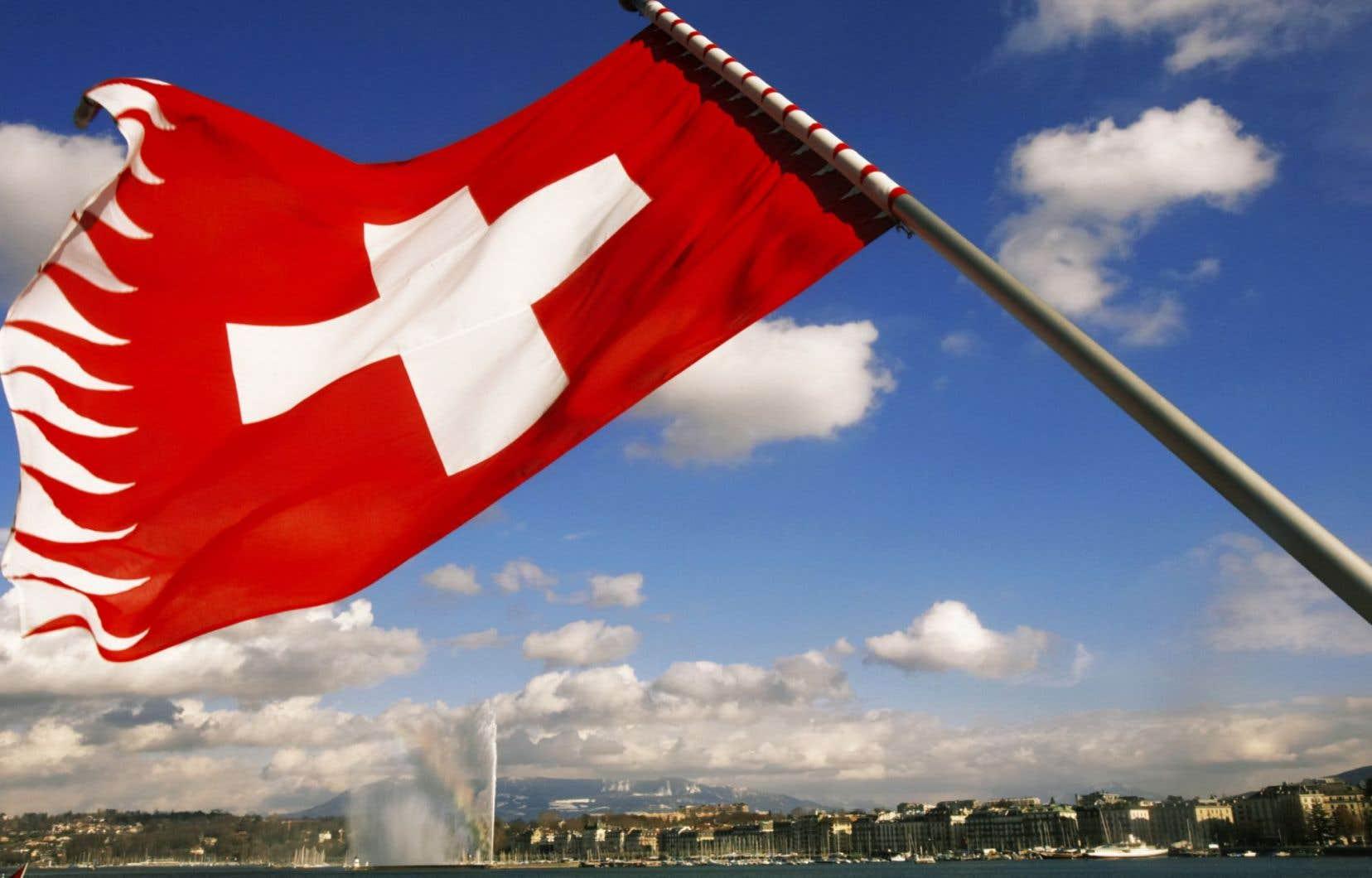 Place forte du secret bancaire, la Suisse a progressivement vu la muraille protégeant les clients de ses établissements se fissurer, de nombreux gouvernements ayant ouvert la chasse à l'évasion fiscale.