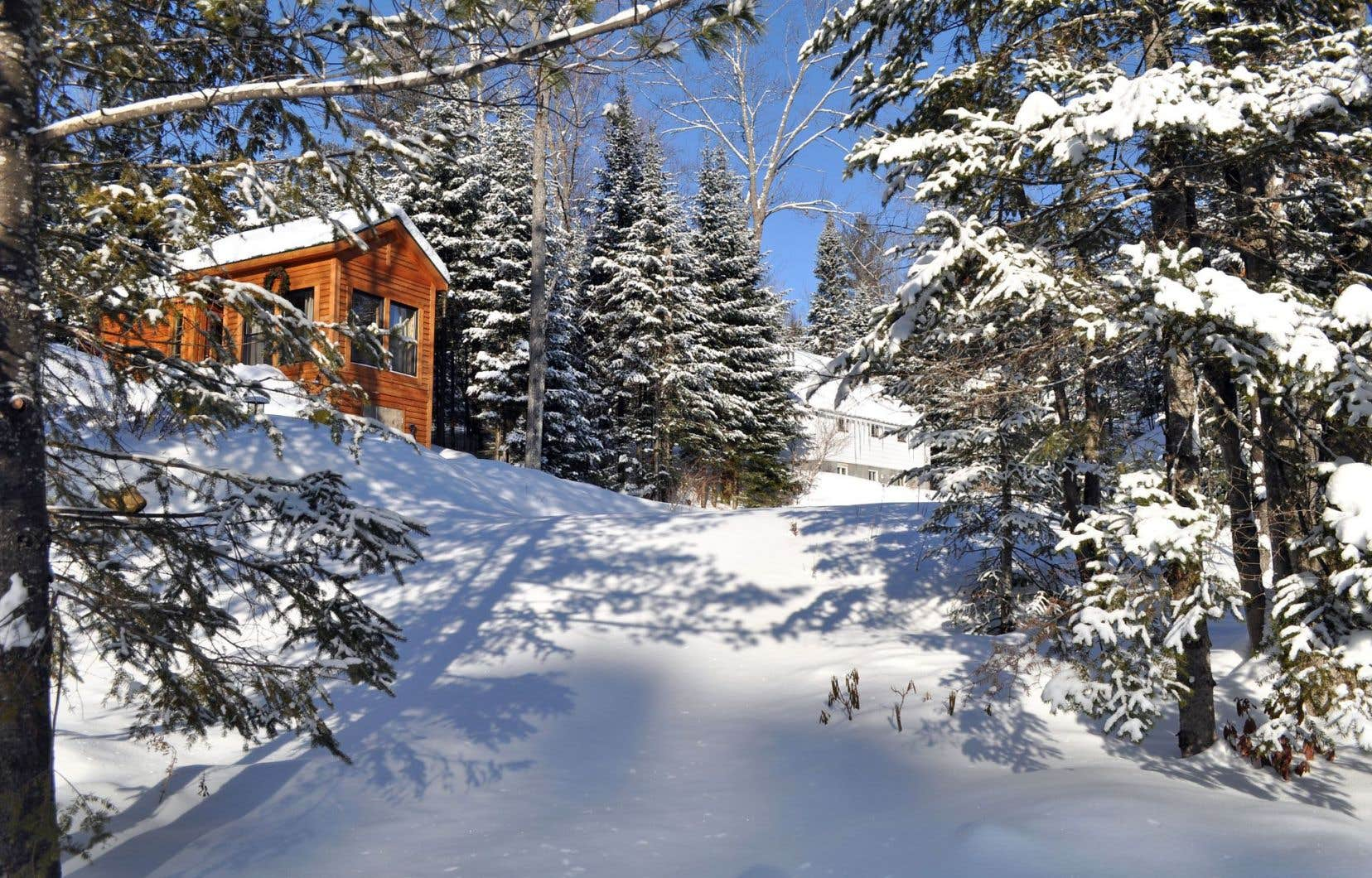À Saint-Alphonse-Rodriguez, un hameau de chalets au bord du lac Pierre porte le nom d'Émélie Marchand-Payette, native de l'endroit.