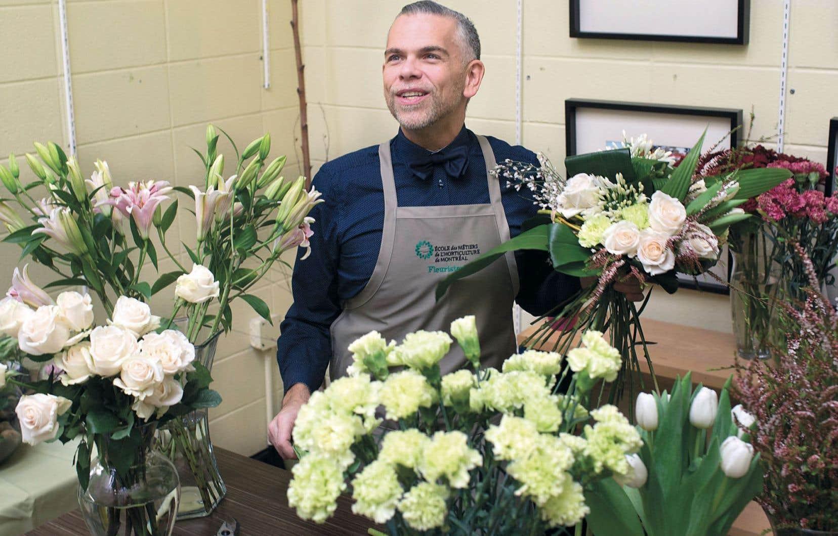 <em>«On est, fleuristes, dans la vie intime des gens. On est là dans les bons comme les moins bons moments»</em>, dit Patrick Marsan, fleuriste et enseignant à l'École des métiers de l'horticulture de Montréal.