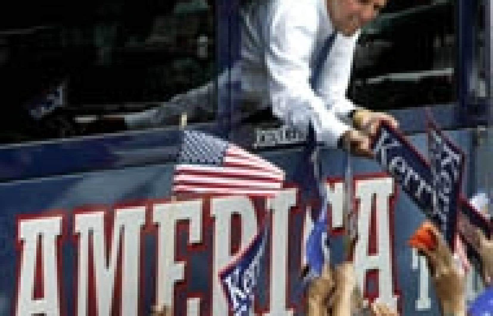 John Kerry, à bord d'un autobus, hier, dans l'Ohio.