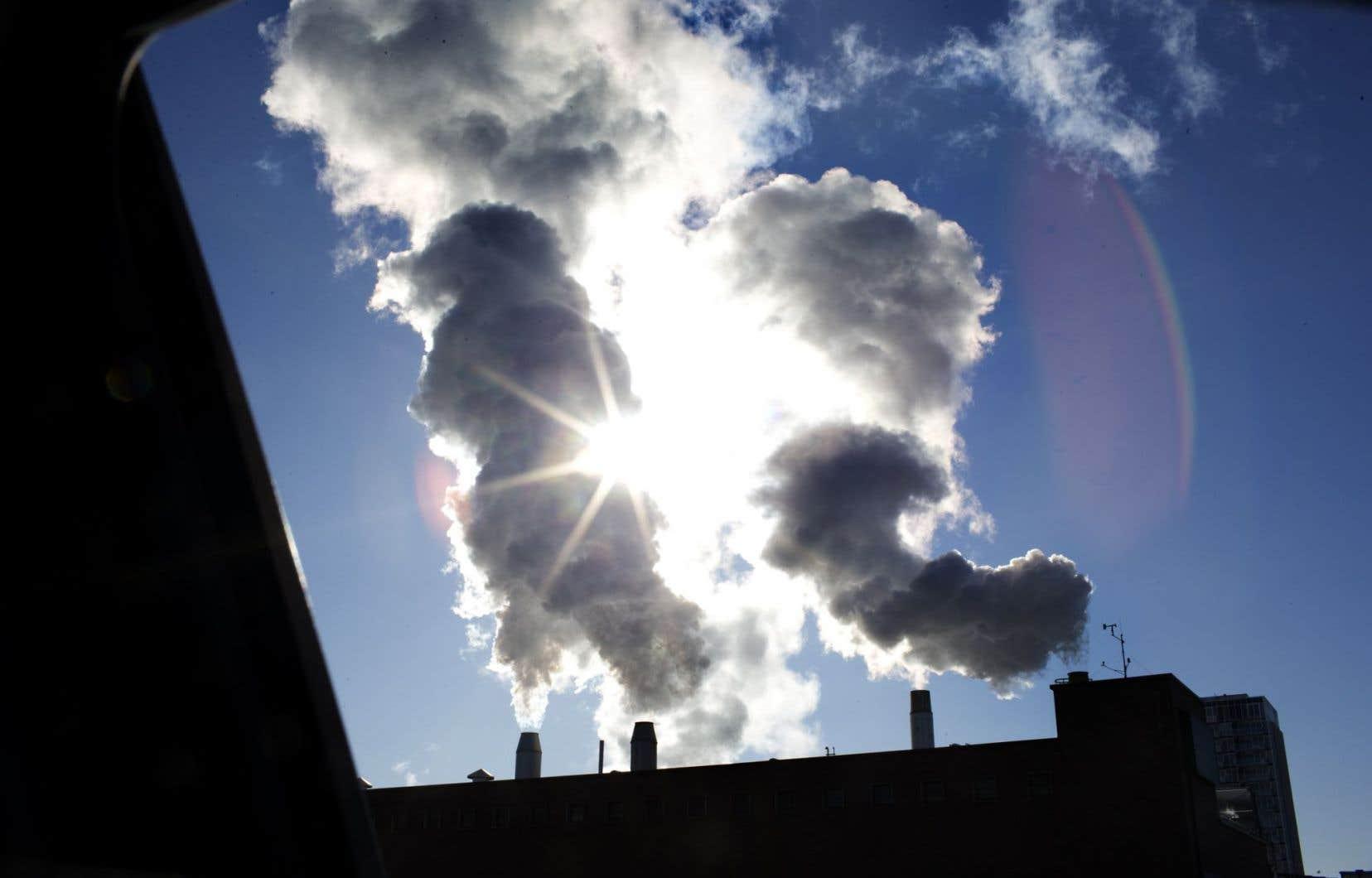 Selon les scientifiques, l'atteinte d'un tel objectif impliquerait de réduire les émissions mondiales de 40 à 70 % d'ici 2050.