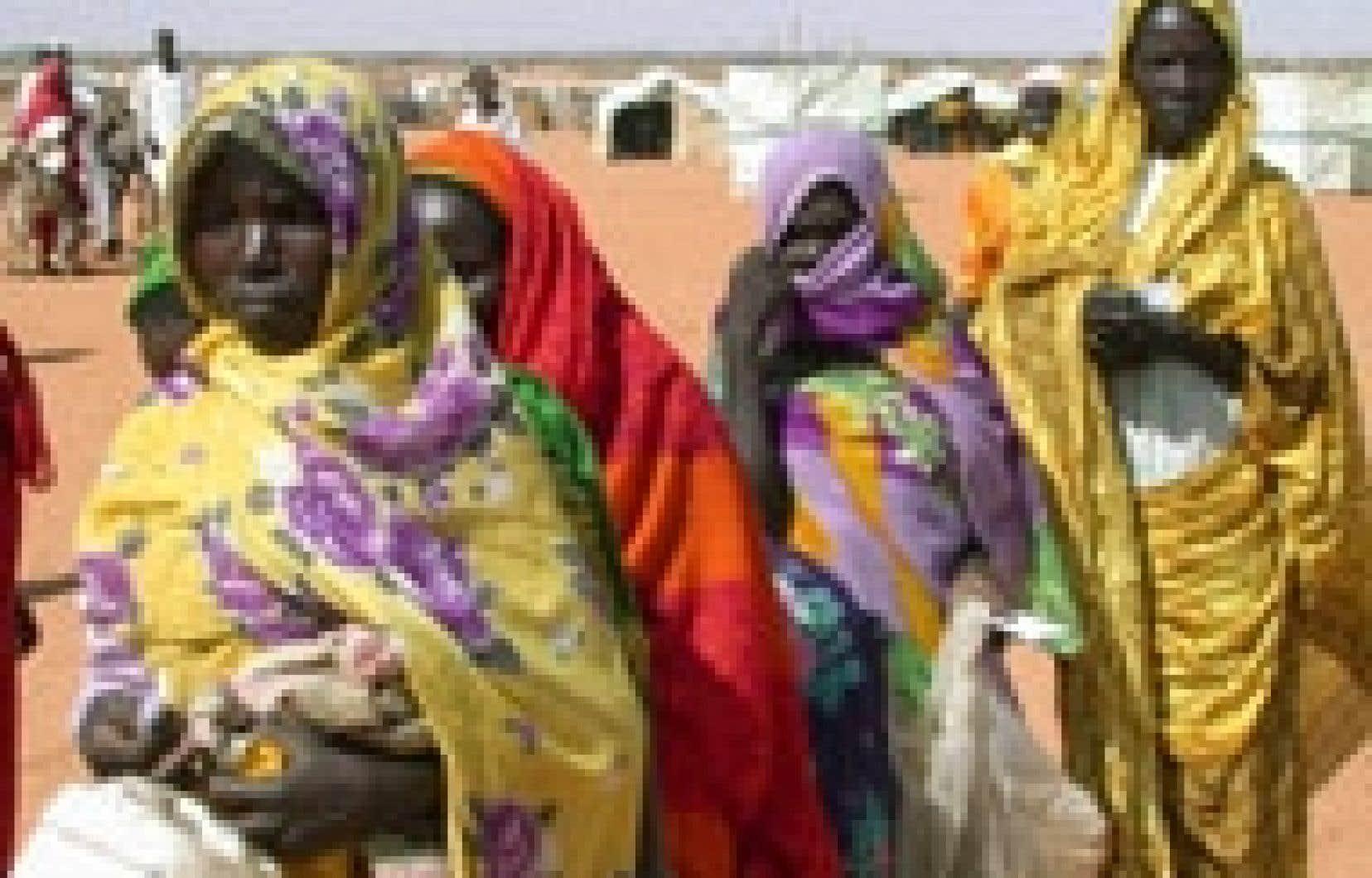 Distribution de vivres dans un camp du nord du Darfour.