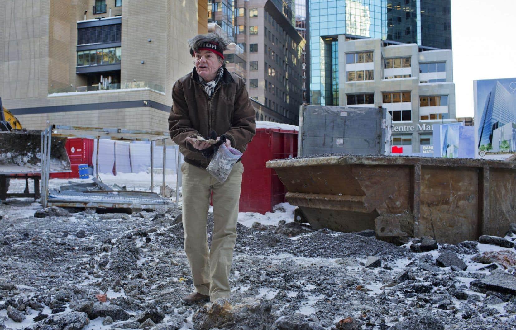 C'est Robert Galbraith, un passionné d'archéologie, qui a convaincu seul le ministère de la Culture de demander à Ivanhoé Cambridge d'arrêter les travaux d'excavation au 900, boulevard De Maisonneuve Ouest. Sous le sol du futur gratte-ciel pourraient se trouver des vestiges d'un ancien village iroquoien.