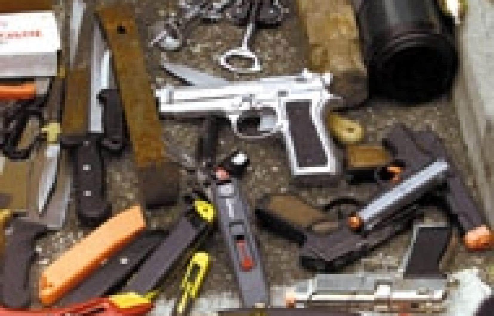 Une douzaine d'armes à feu sont saisies chaque mois par les agents chargés des fouilles dans les principaux aéroports du pays.