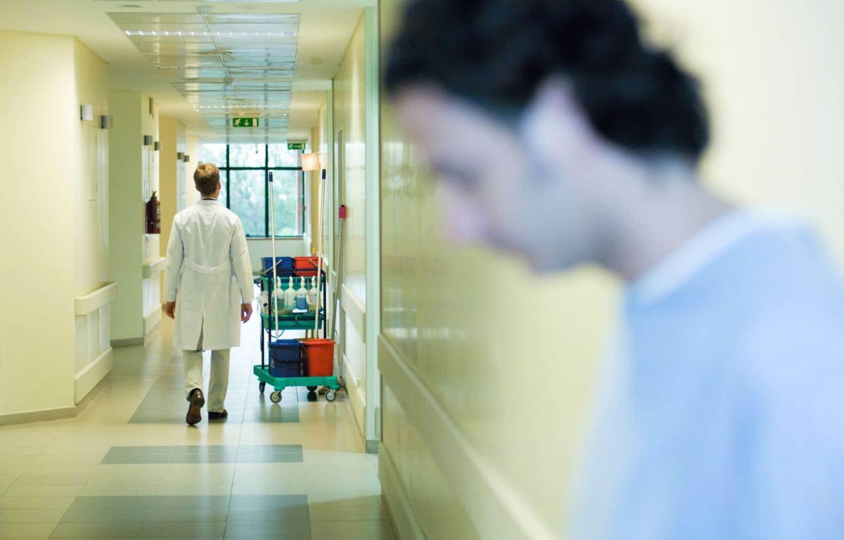 Le manque de psychologues dans le réseau aurait des impacts sur les services publics. En CLSC, le délai d'attente pour obtenir une consultation oscille entre quatre et huit mois.