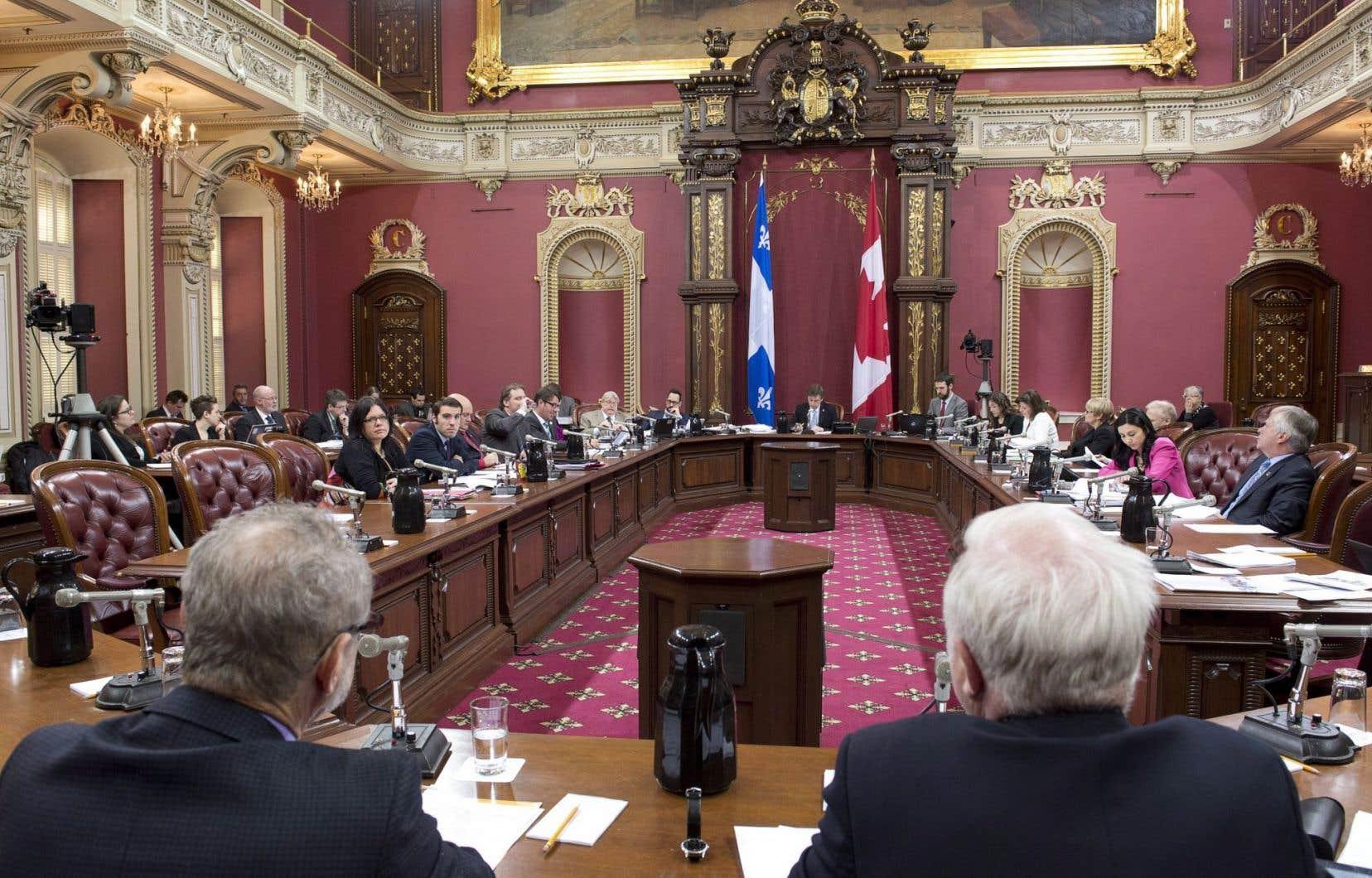 Les travaux de la commission parlementaire feront relâche pour les deux prochaines semaines.
