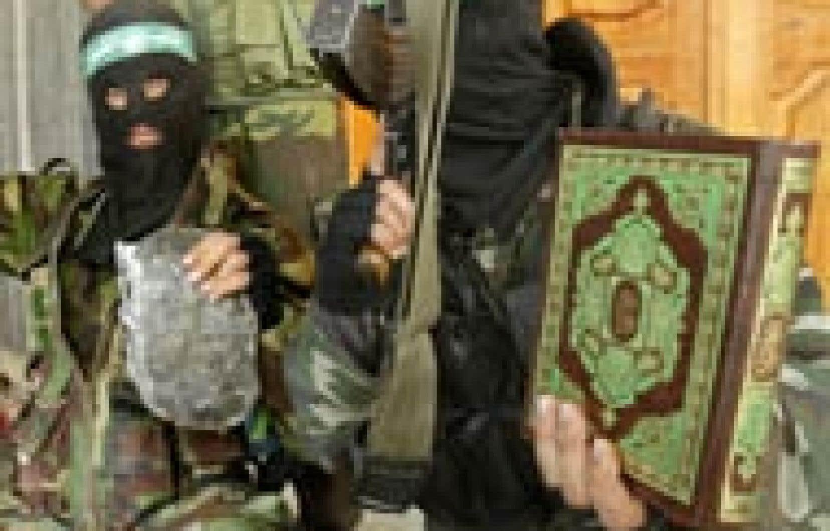 Des membres du Hamas ont paradé avec des morceaux de métal et de chair humaine.