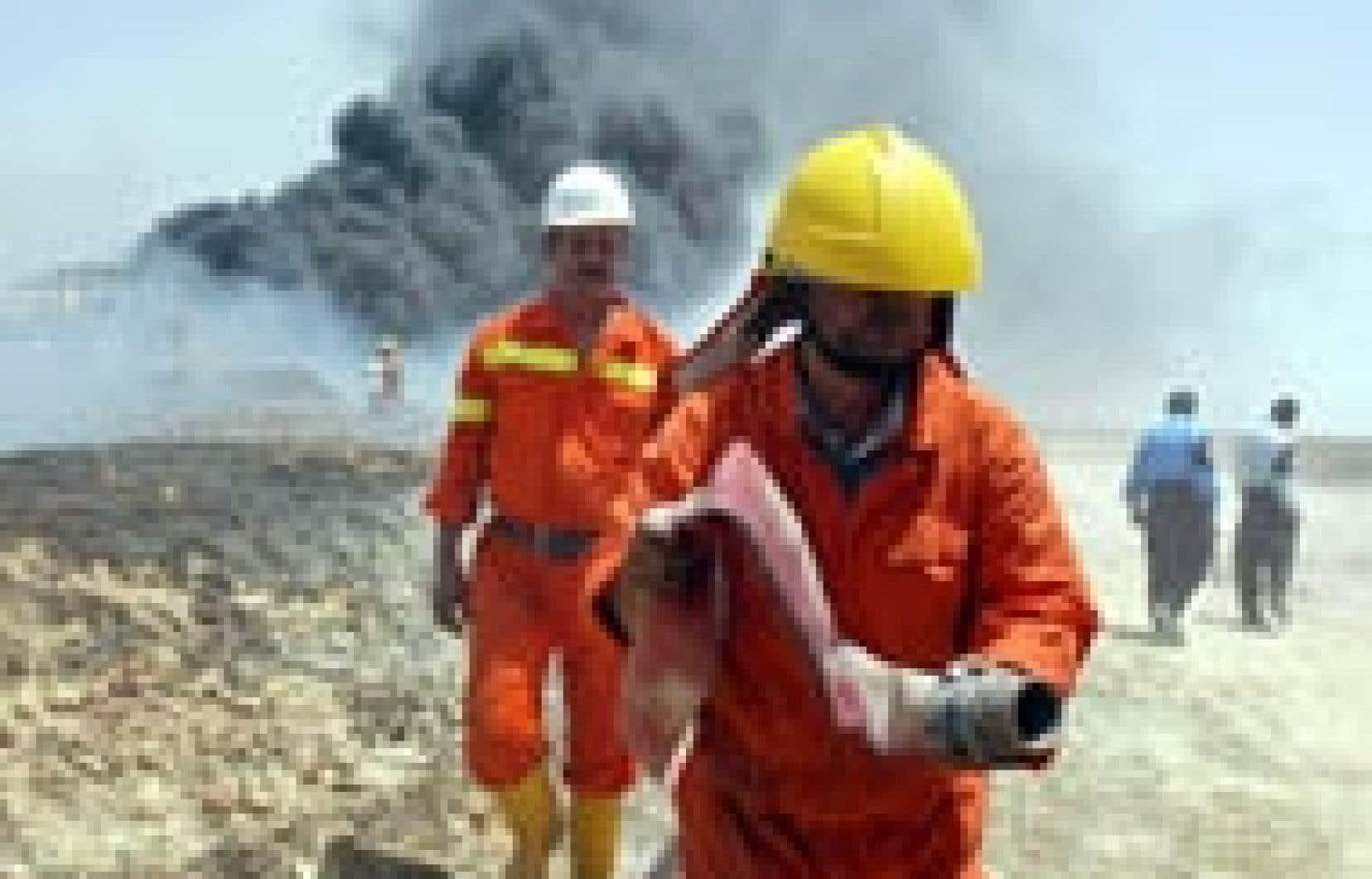 Pompiers irakiens «à pied d'oeuvre» près de Bassora.