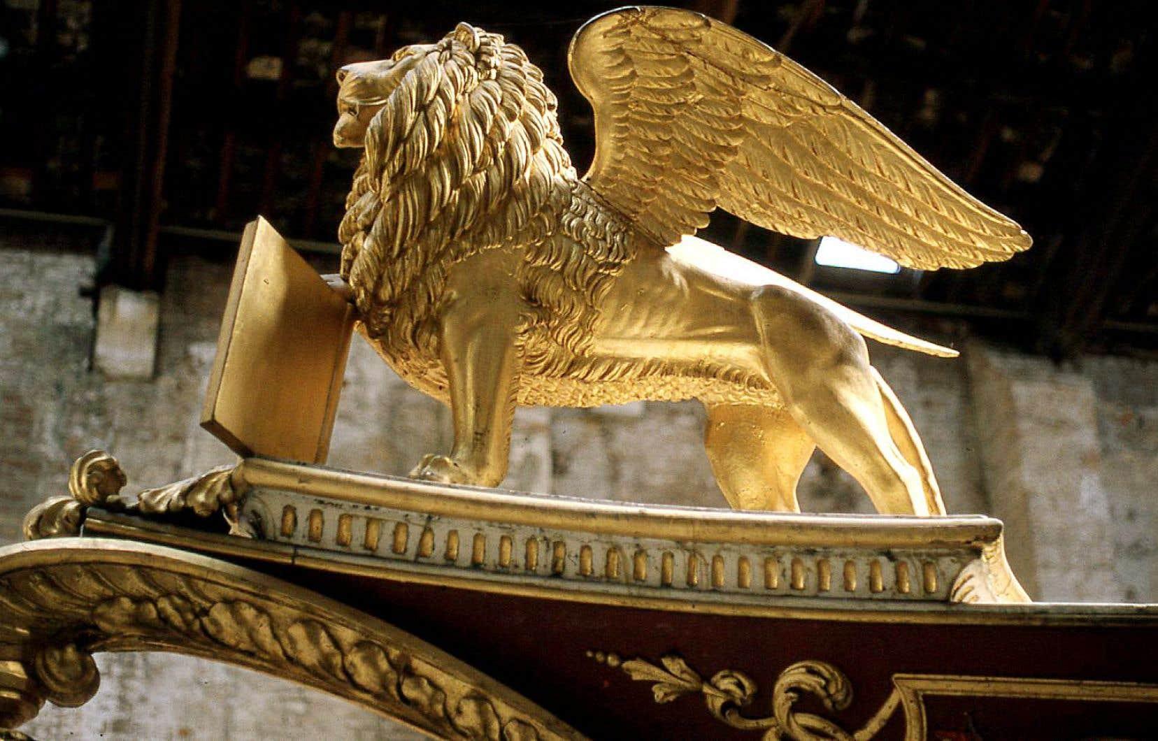 Dans le Padiglione delle Navi, annexe du musée, le lion de saint Marc en figure de proue d'un ancien navire de parade