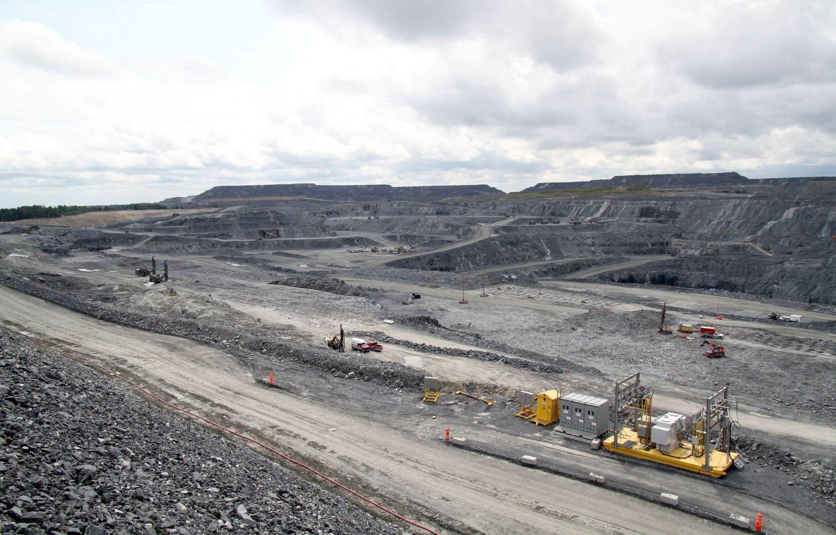 L'implantation de la mine Canadian Malartic a non seulement nécessité la destruction de tout un quartier de la ville, mais elle a aussi eu des impacts négatifs importants sur la population, selon une étude réalisée par la Santé publique.