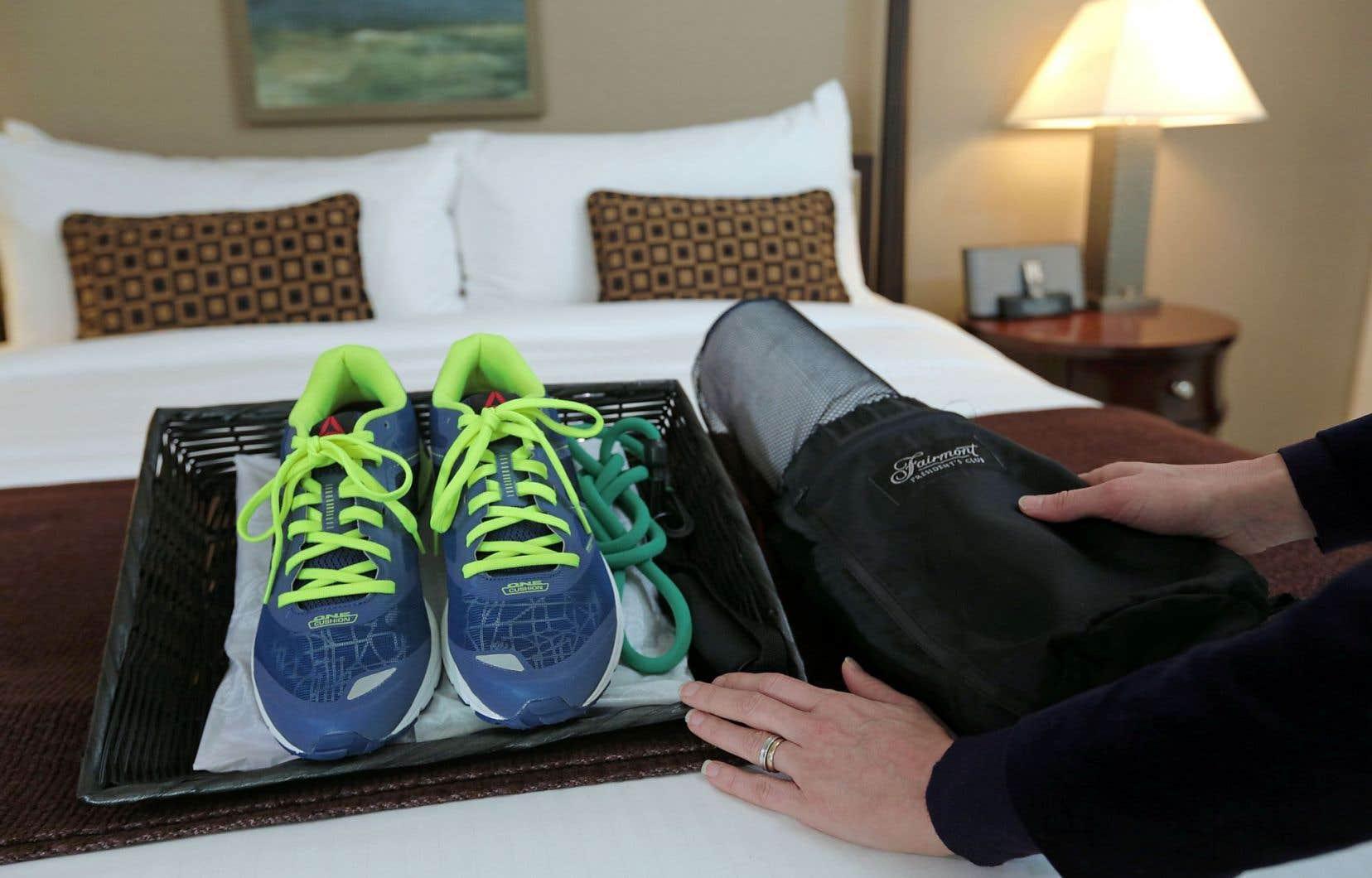 Trouver des chocolats fins sur son oreiller à l'hôtel est sans doute agréable, mais si on est du type actif, on préférera que notre hôtel nous propose des espadrilles…