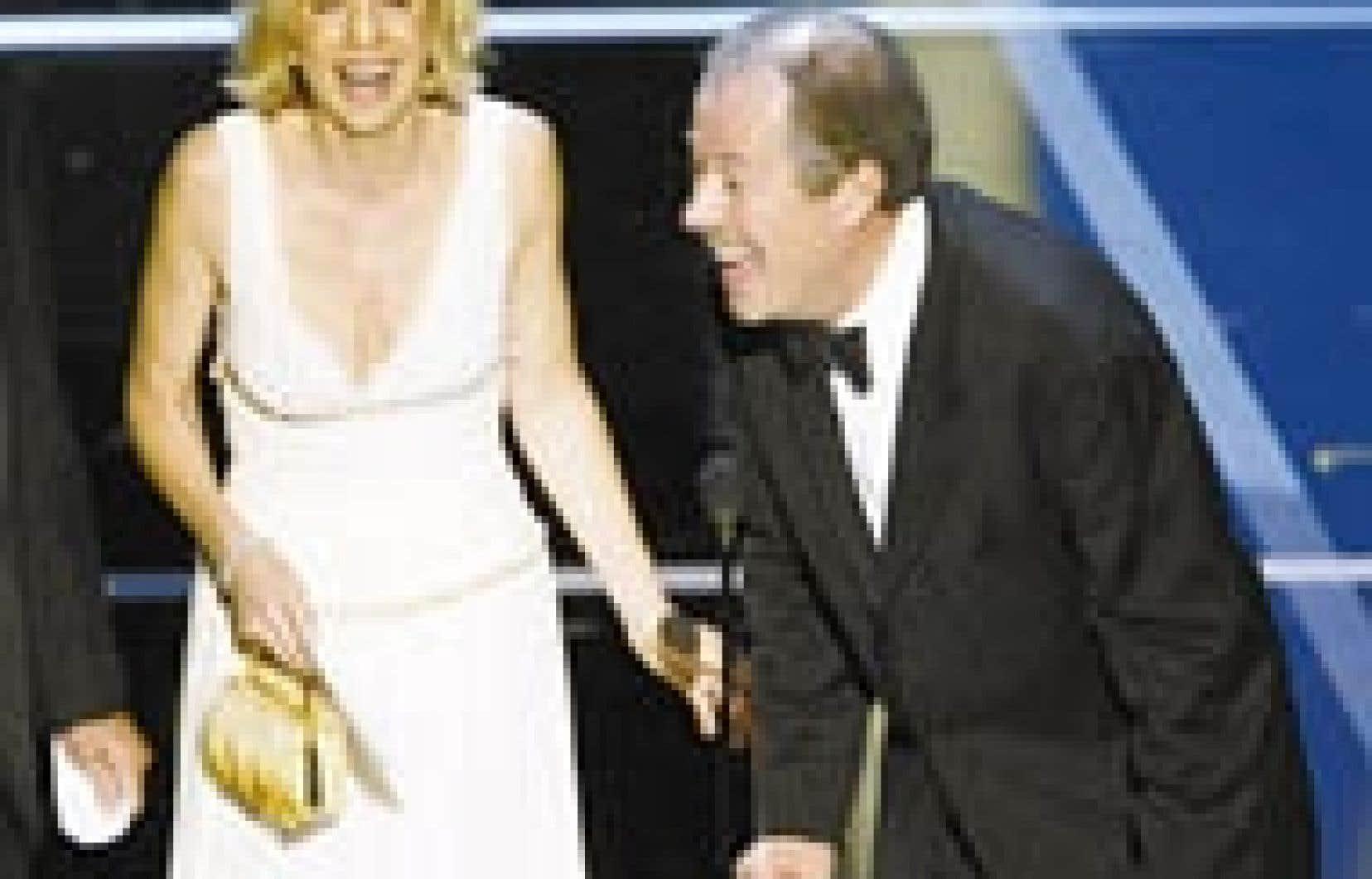 Denise Robert et son com-pagnon, Denys Arcand, ont reçu hier soir à Hollywood l'Oscar du meilleur film en langue étrangère.