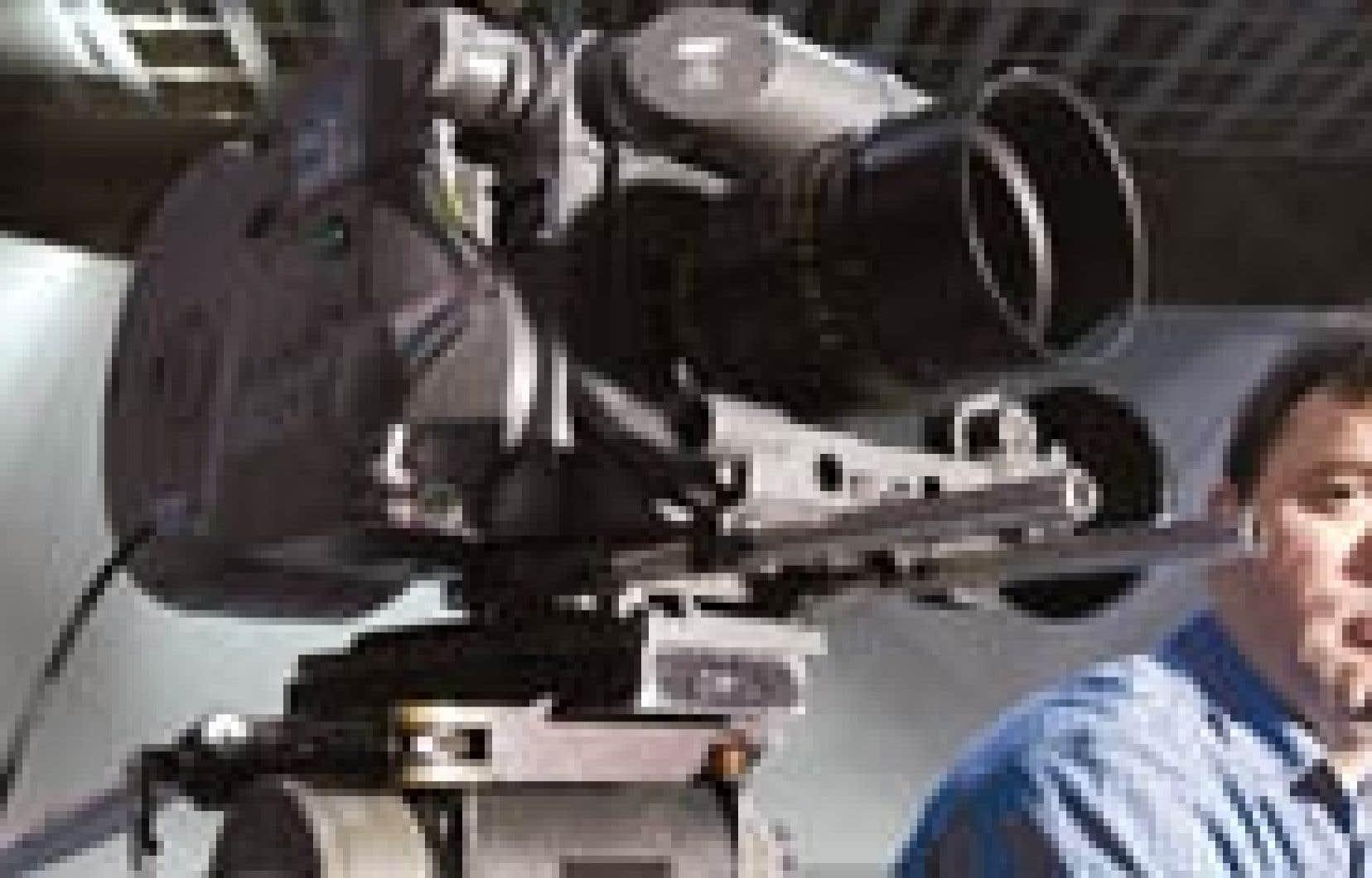 Les Studios Mel's ont rarement été aussi vides. Fred Boucher, technicien en cinéma, voudrait bien voir revenir ces nombreux tournages américains qui assuraient 50 % de son revenu annuel. En effet, la concurrence mondiale pour attirer les producteur