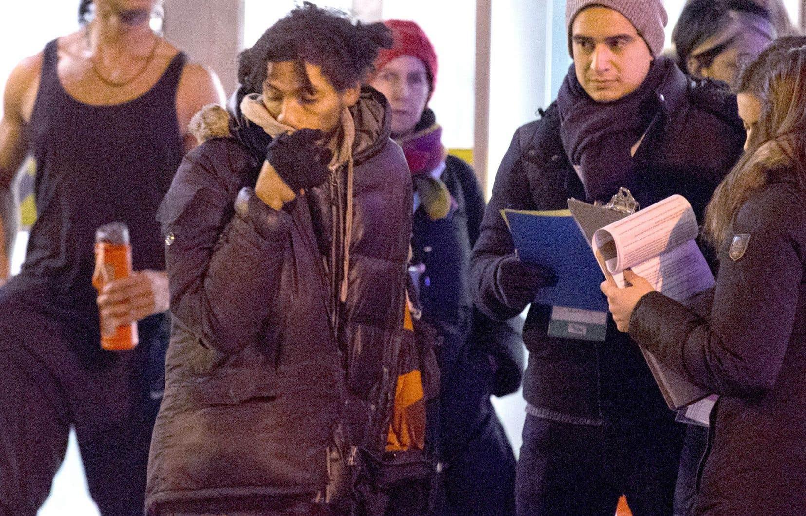 Quelque 800 bénévoles ont été déployés mardi soir pour sonder chaque personne qui croisait leur chemin, et ce, dans 221 quadrilatères de Montréal.