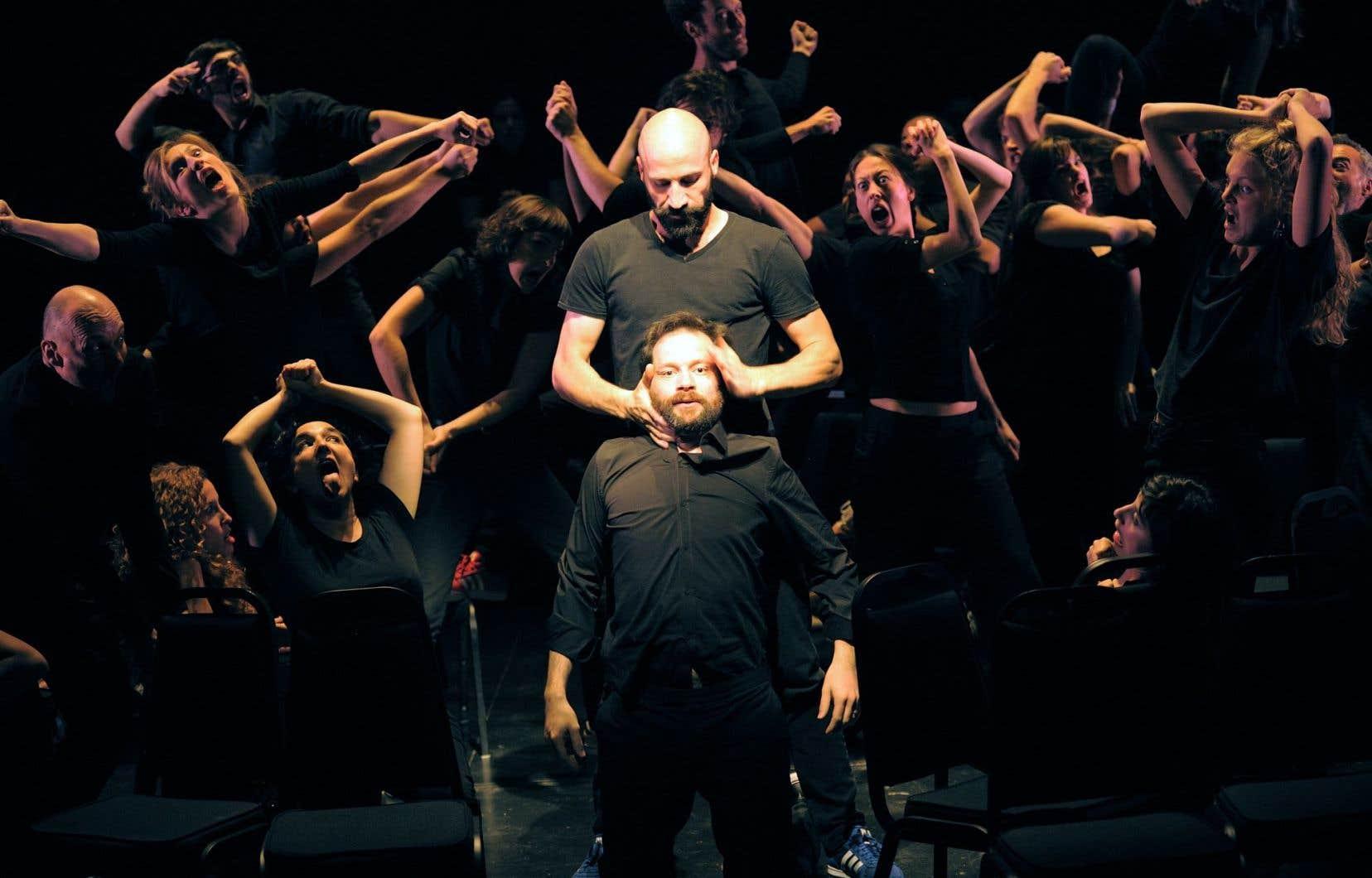 Extraits photographiques de la pièce de théâtre Trois, de Mani Soleymanlou