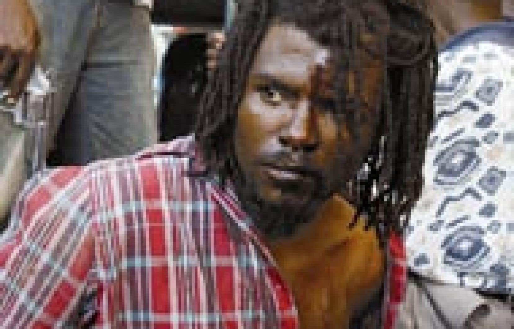 Jean-Bernard Prevalis, un homme soupçonné de violence contre les opposants au régime de Jean-Bertrand Aristide, a été arrêté par des soldats rebelles, hier, à Cap-Haïtien.