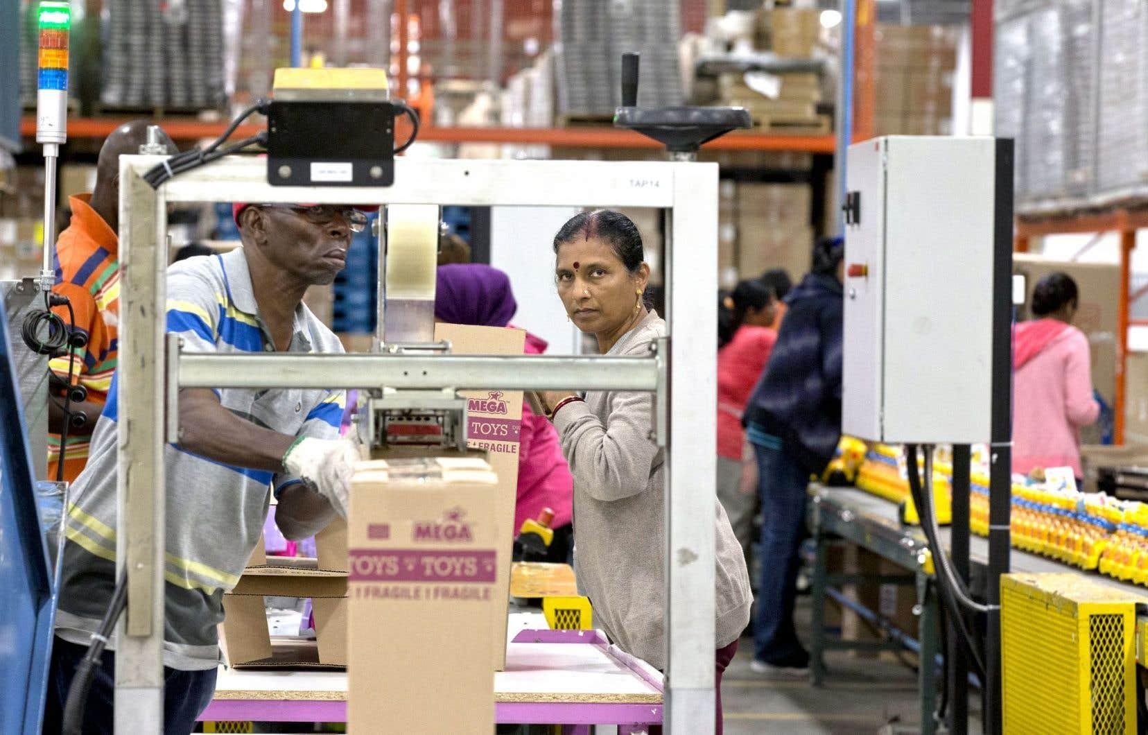 Le gouvernement Couillard entend faciliter l'accès des immigrants au marché du travail.