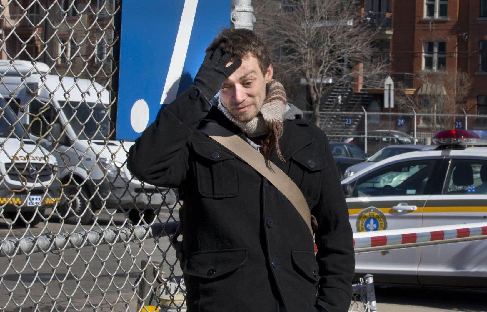 La marque de la brutalité policière, Maxence L. Valade la porte en plein visage: le 4 mai 2012, il a perdu son oeil gauche.