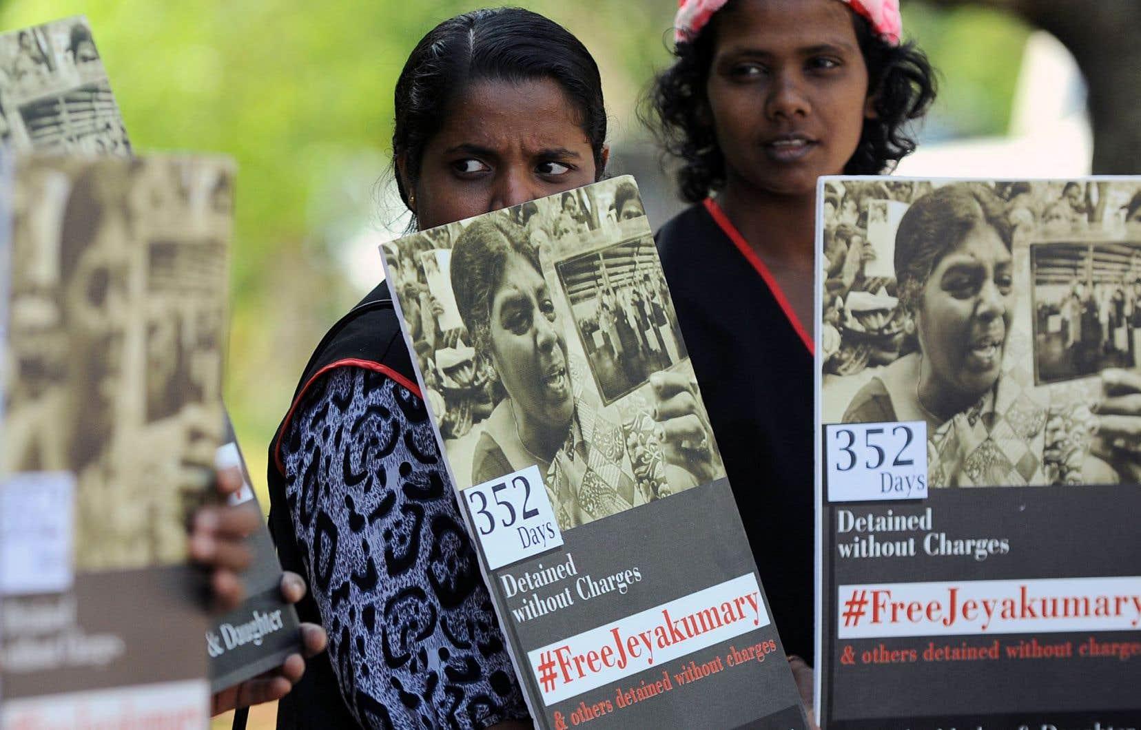 Début mars, une manifestation à Colombo demandait la libération de Jeyakumari Balendran, une Tamoule détenue sans procès par les autorités depuis près d'un an en vertu de lois antiterroristes.