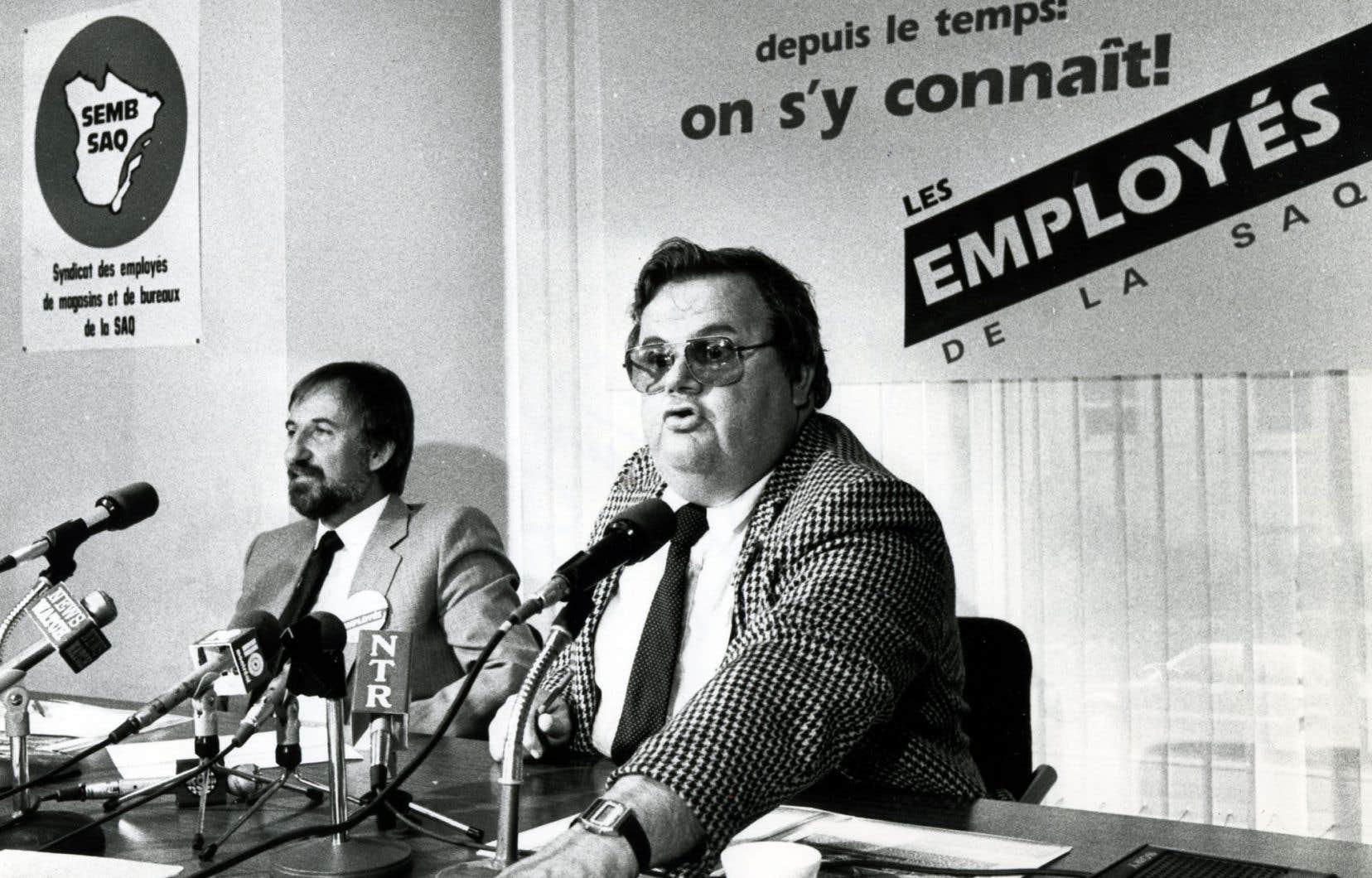 Militant péquiste de la première heure, Ronald Asselin (à l'avant-plan) avait fait de René Lévesque son idole.