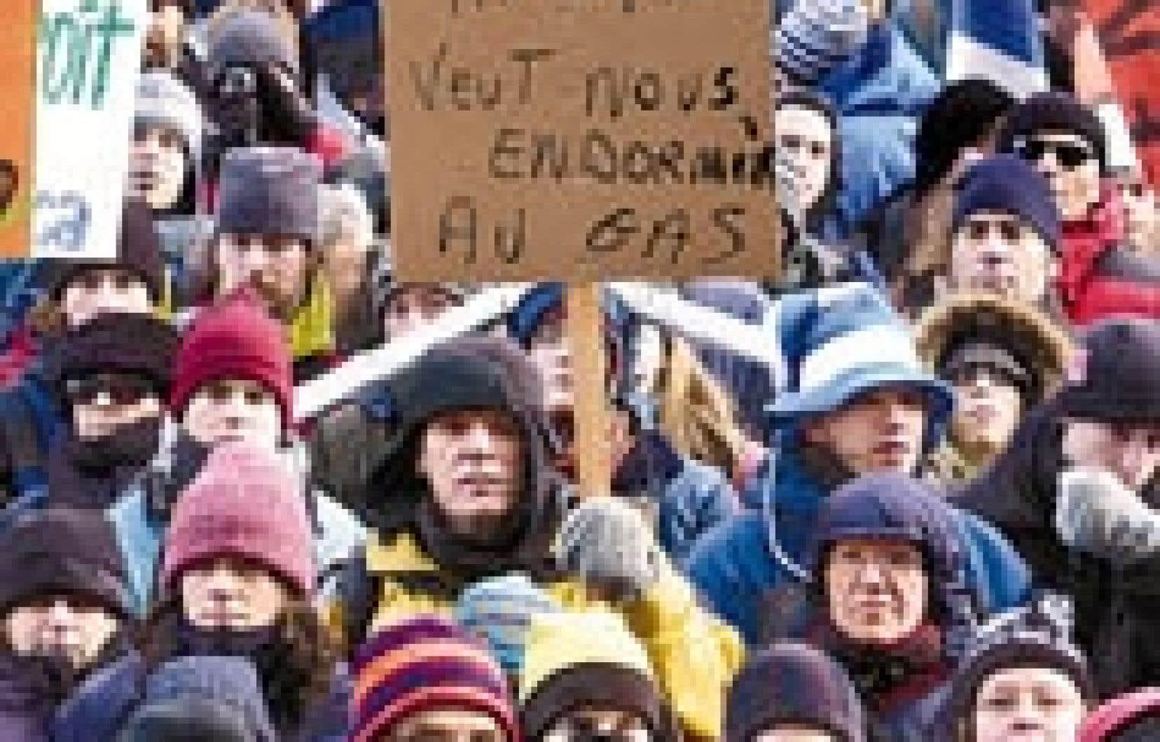 Des milliers de manifestants chaudement habillés sont descendus dans la rue hier à Montréal pour montrer leur opposition au projet de centrale thermique du Suroît. D'autres actions sont prévues dans les prochains jours.