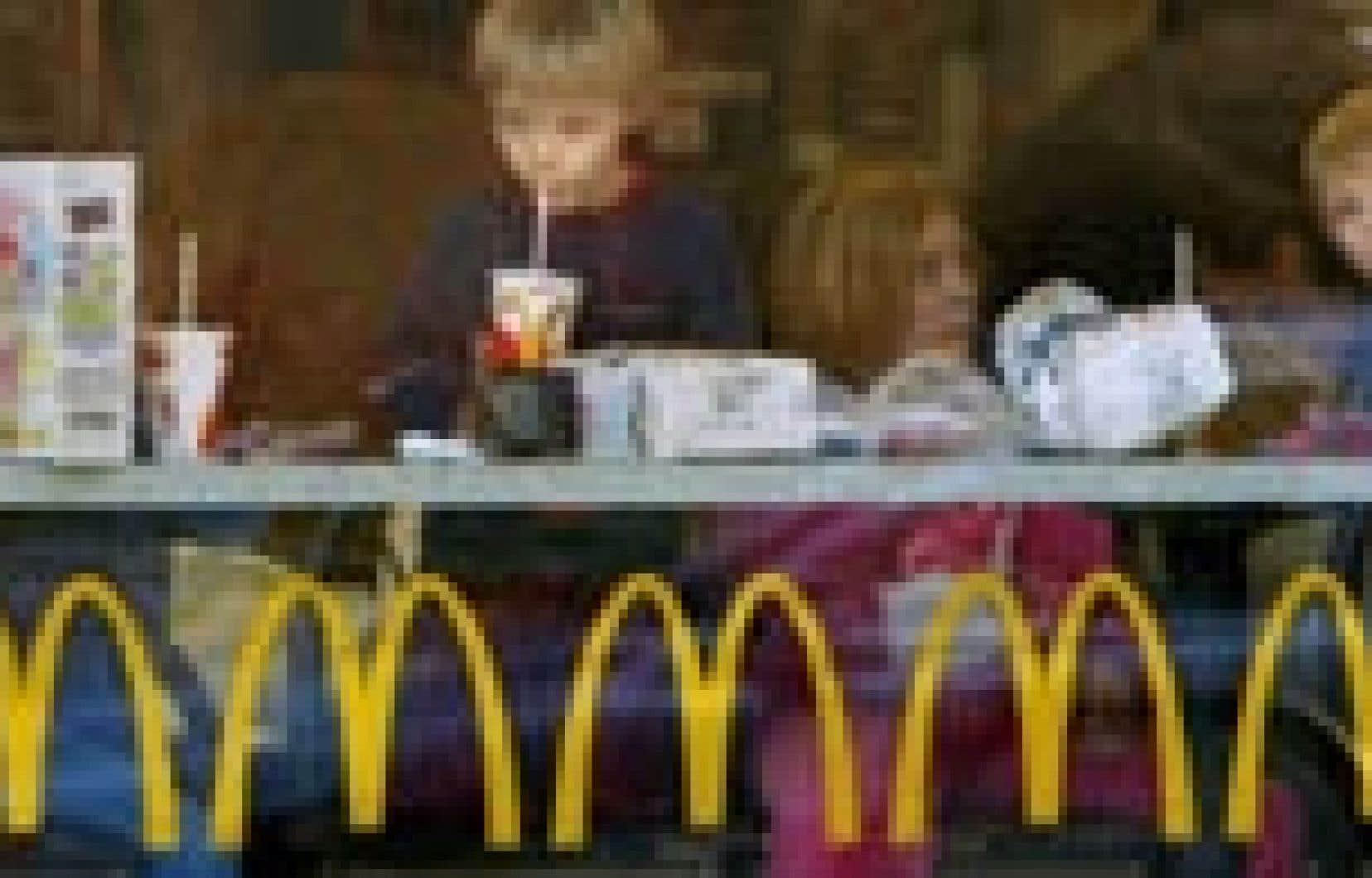 McDonald's veut bien proposer à ses clients de faire de l'exercice, de prendre une salade plutôt qu'une frite, mais pas question de réduire le format de ses boissons gazeuses.