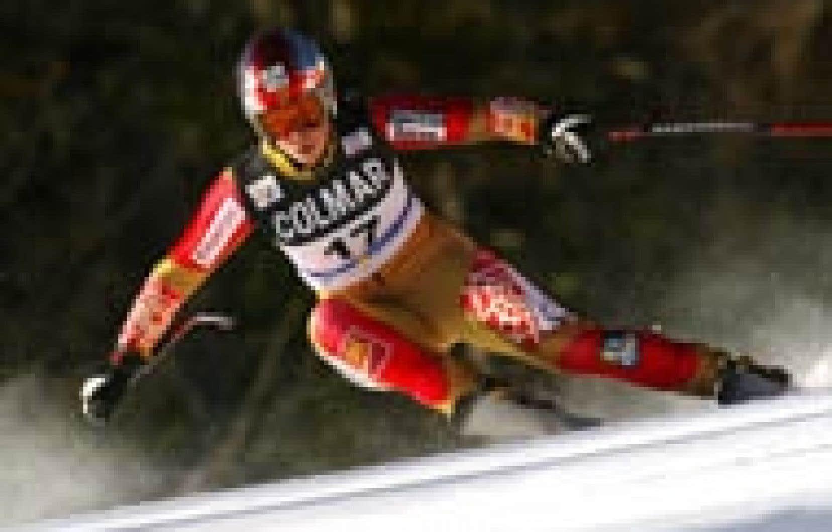 Geneviève Simard, en route vers la victoire, hier à Cortina d'Ampezzo. La Québécoise a devancé Maria Riesch et Hilde Gerg.