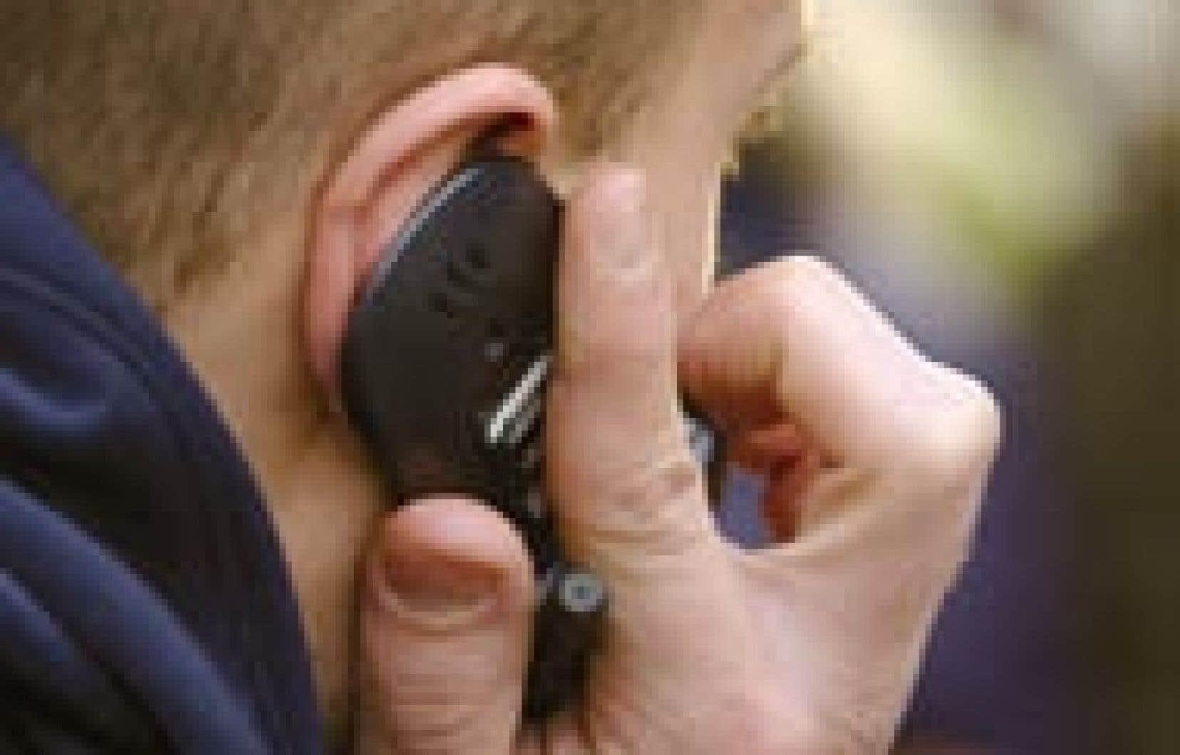 Certaines personnes deviennent complètement dépendantes de leur téléphone cellulaire.