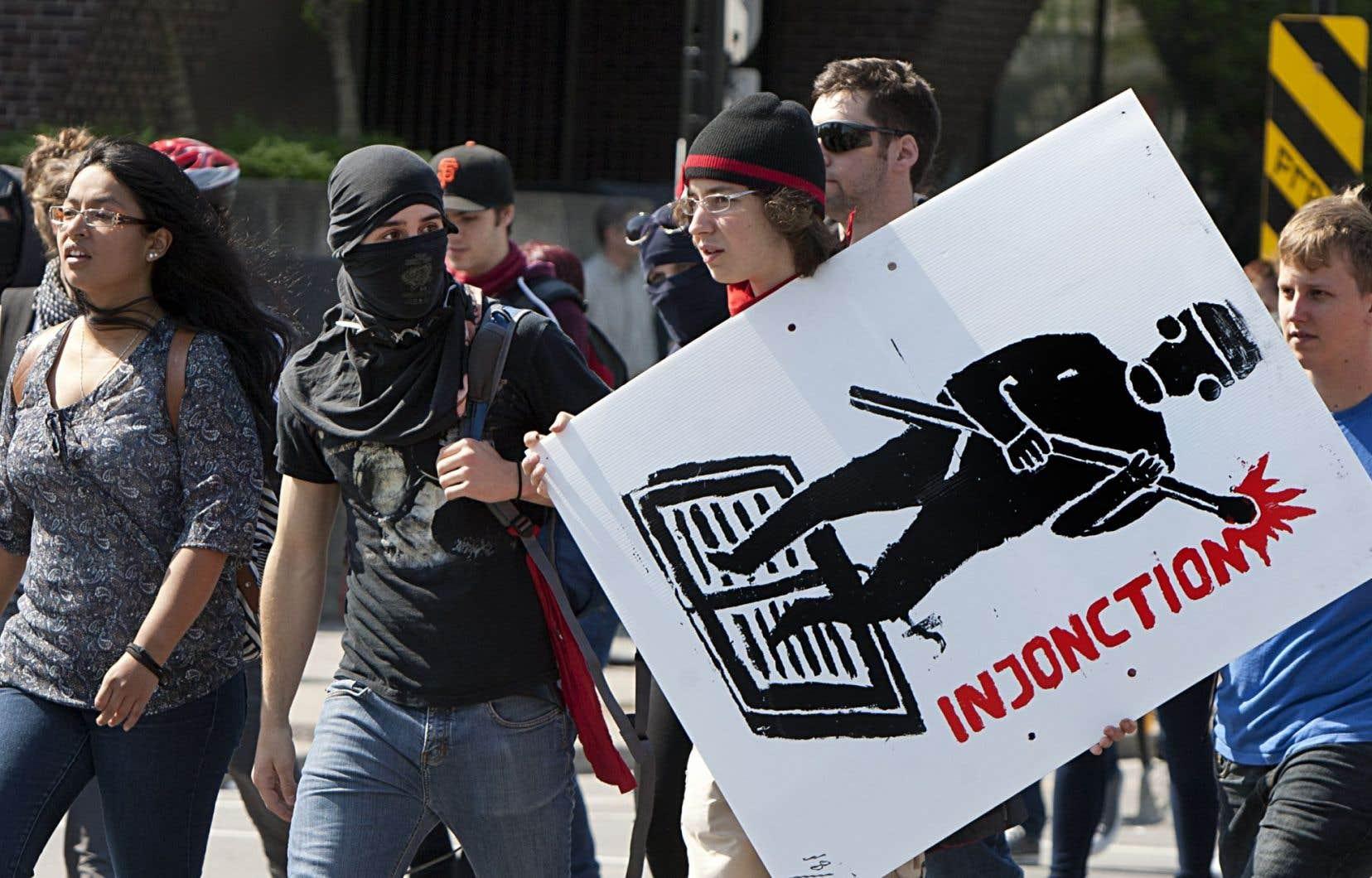 En 2012, les étudiants avaient défié l'autorité des tribunaux en poursuivant le blocage des cégeps et des universités, en dépit des ordonnances d'injonction.
