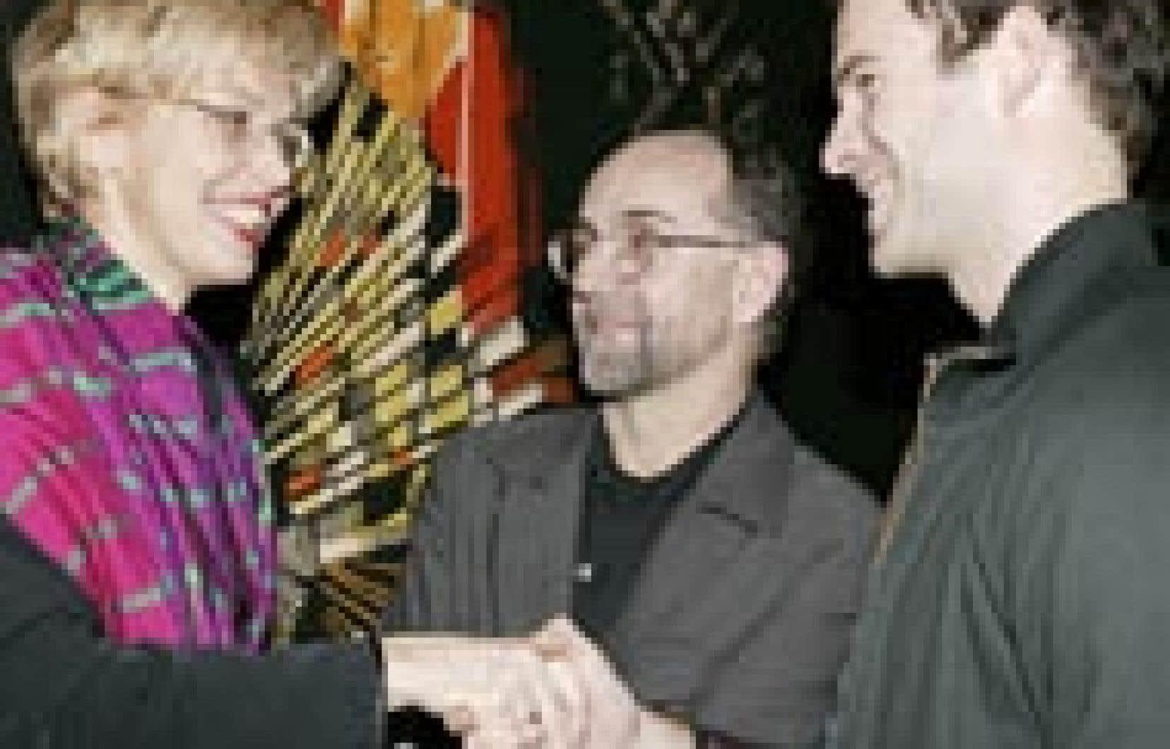 Helen Fotopoulos a félicité hier tour à tour Pascal Grandmaison et Richard-Max Tremblay à la suite de la remise des prix à l'hôtel de ville de Montréal.