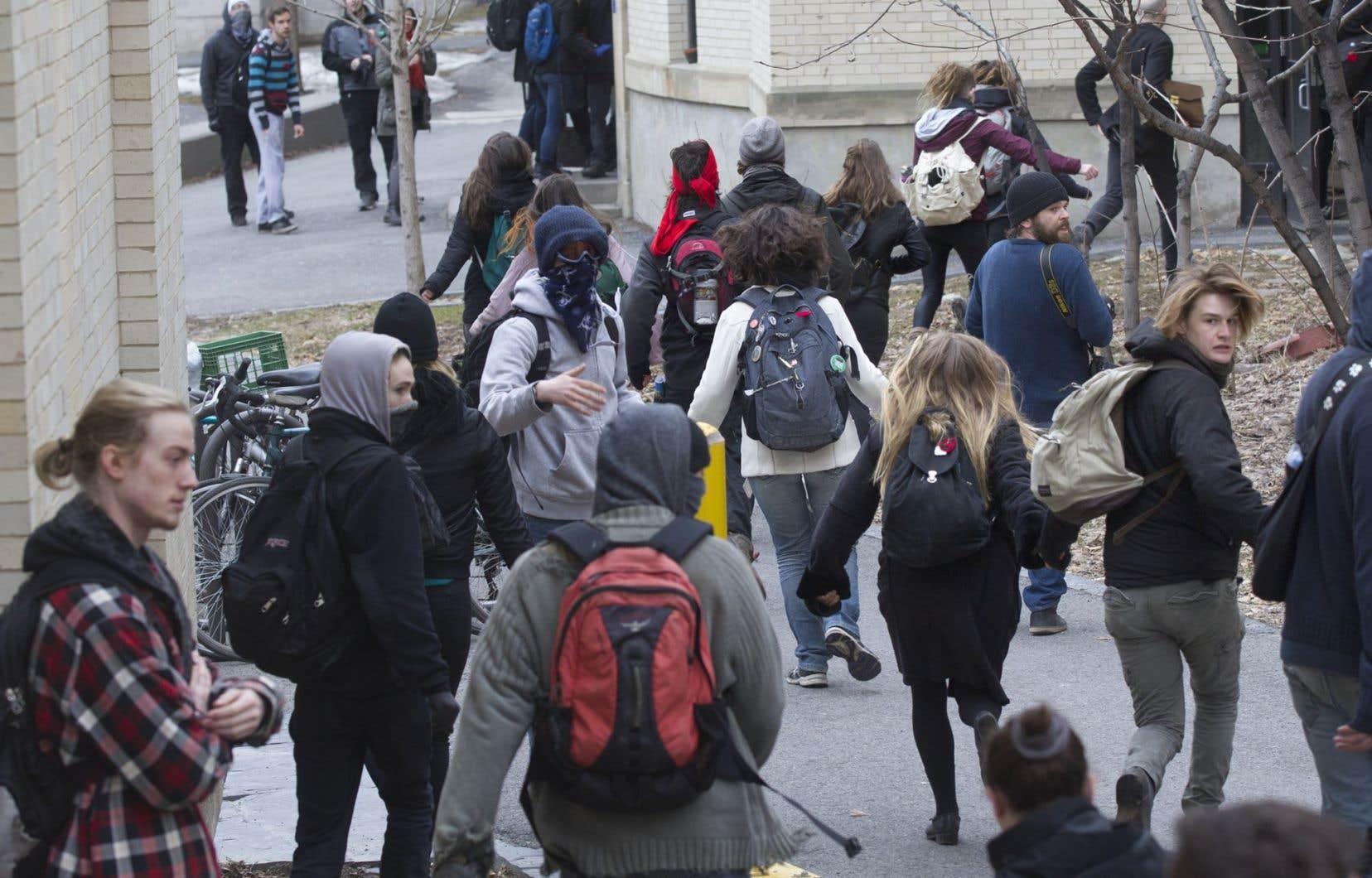 «Ça montre que ça bouge, que la base militante est vivante, qu'il y a du renouveau dans le mouvement étudiant», affirme la secrétaire aux communications par intérim de l'ASSE, Andra Florea.