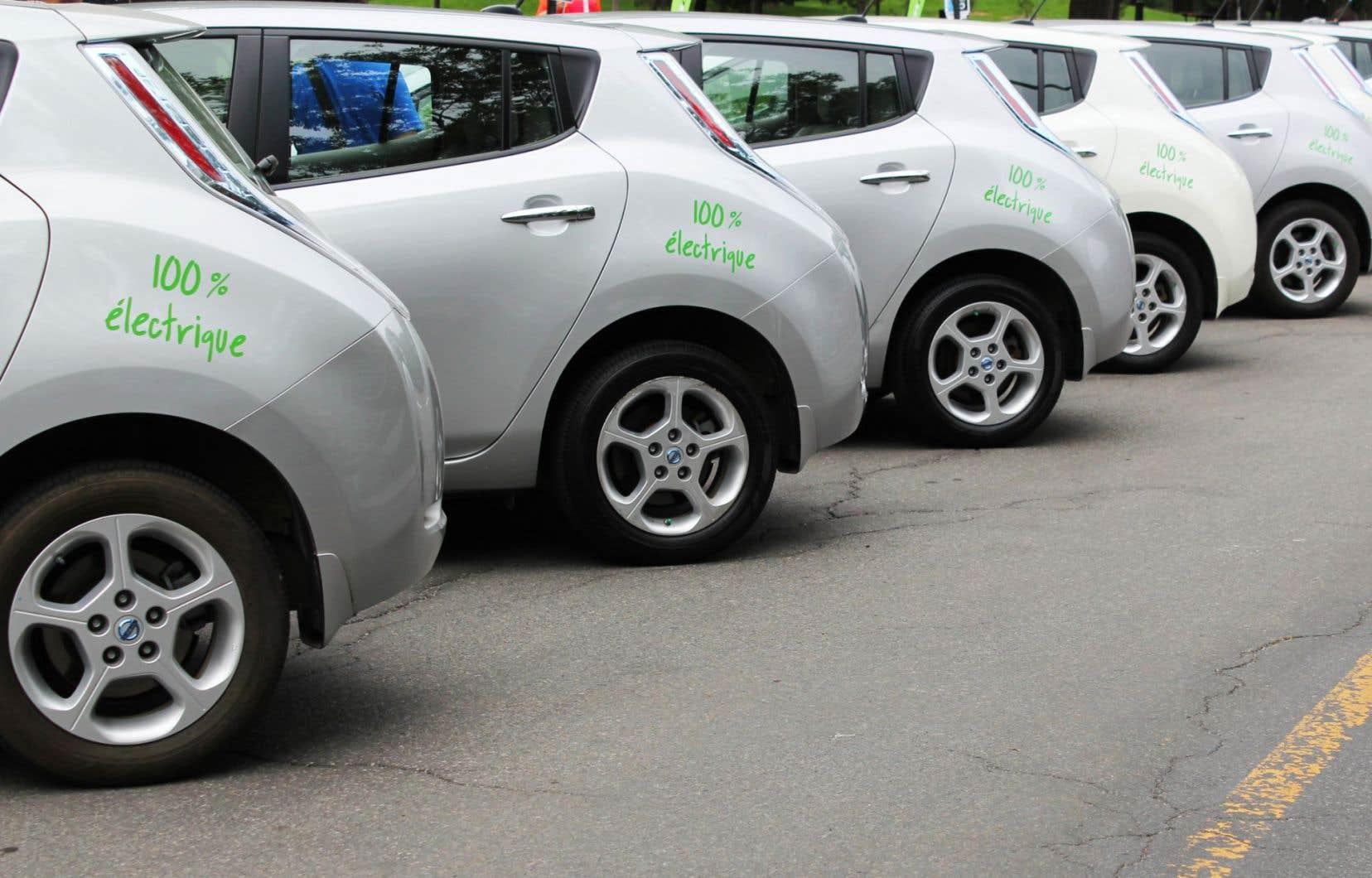 Deux services de voitures en libre-service existent déjà à Montréal, soit Car2Go et Communauto (sur la photo).