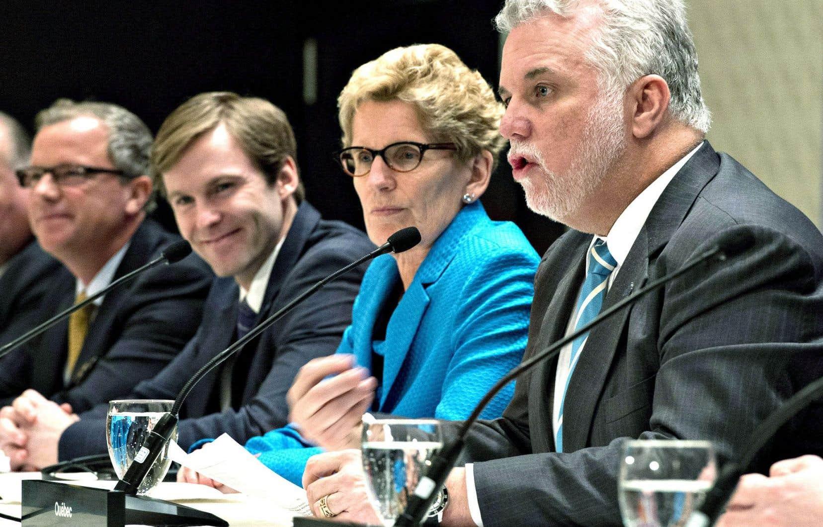 Philippe Couillard et ses homologues provinciaux n'ont pas réussi à s'entendre sur le principe selon lequel «le carbone a un prix».