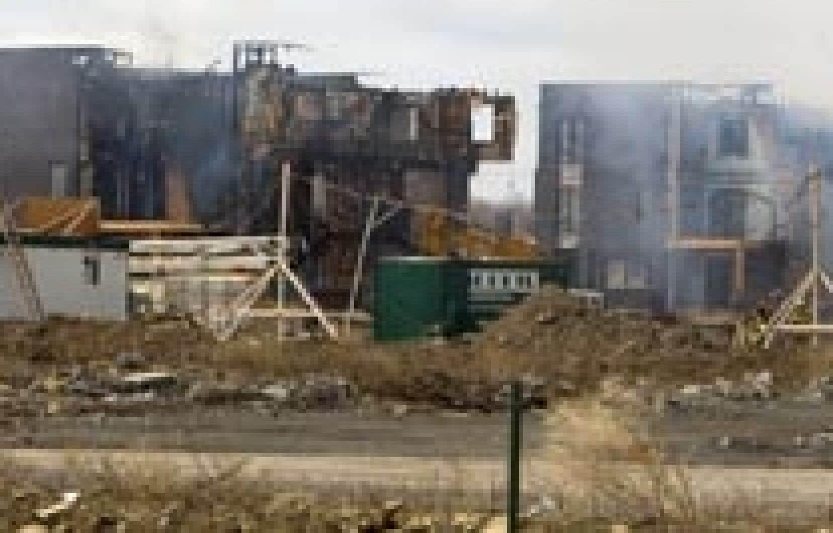 Le projet résidentiel Contrecoeur de 1800 unités d'habitation a été rasé par les flammes hier.