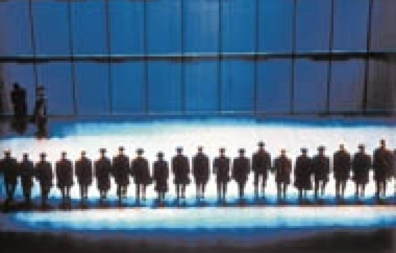 Une douzaine de techniques sont interdites dans le projet de loi C-13. Sur la photo, une scène de la chorégraphie Joe, de Jean-Pierre Perreault, dans laquelle tous les personnages tendent à se confondre.