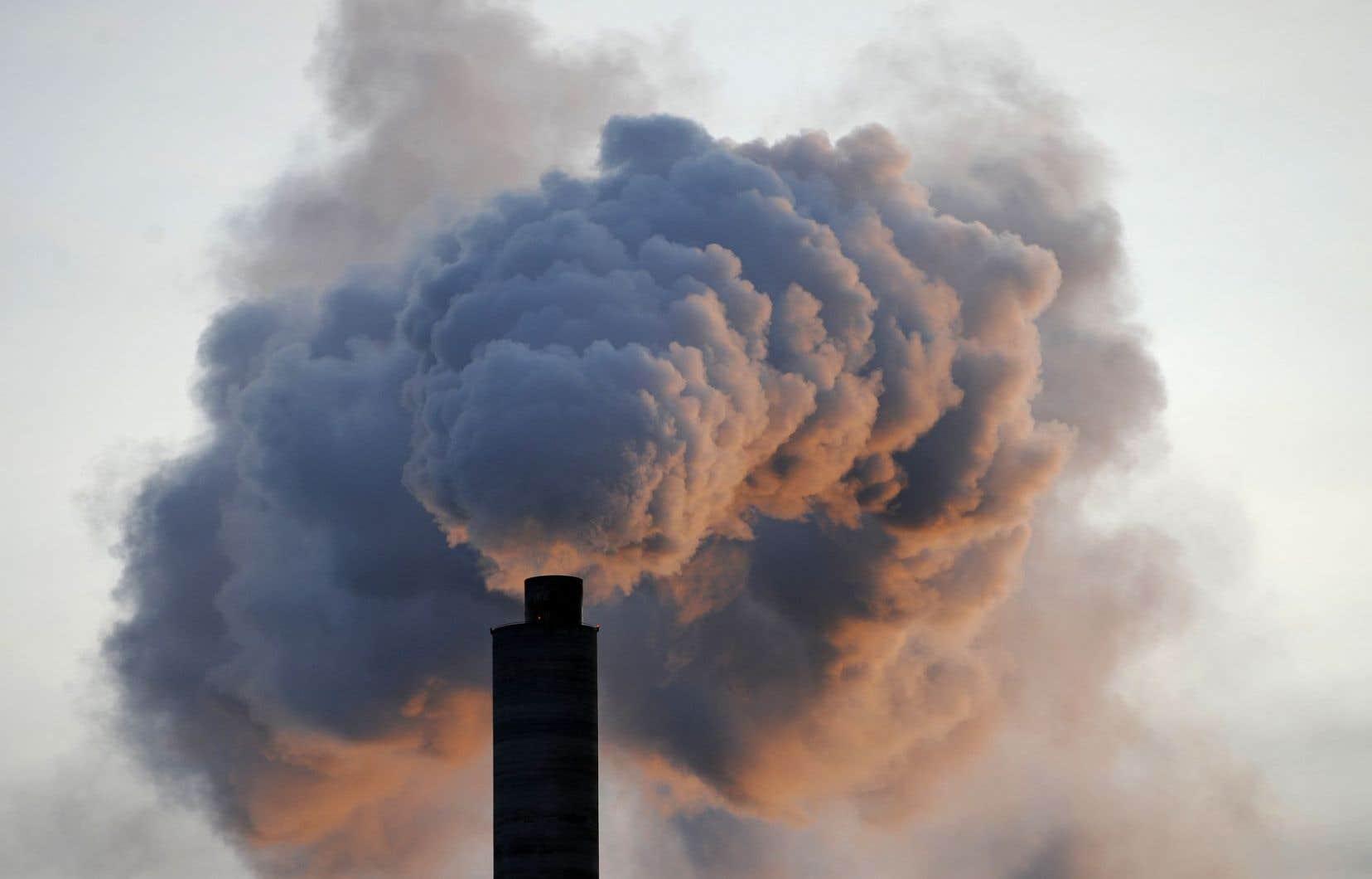 « Les changements climatiques existent. Il faut que nous réduisions nos émissions de gaz à effet de serre (GES)» dit le président de Tembec, James Lopez.