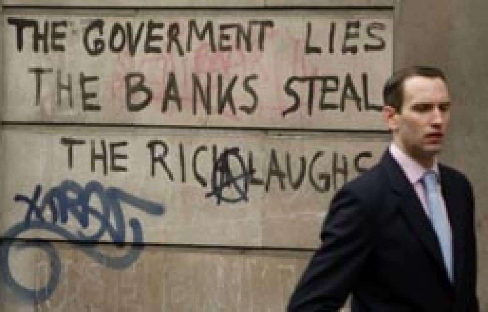 Lors des manifestations contre le Sommet du G20 au début du mois, on pouvait lire un graffiti sur le mur de la Banque d'Angleterre: «Le gouvernement ment, les banques volent, le riche rit.»