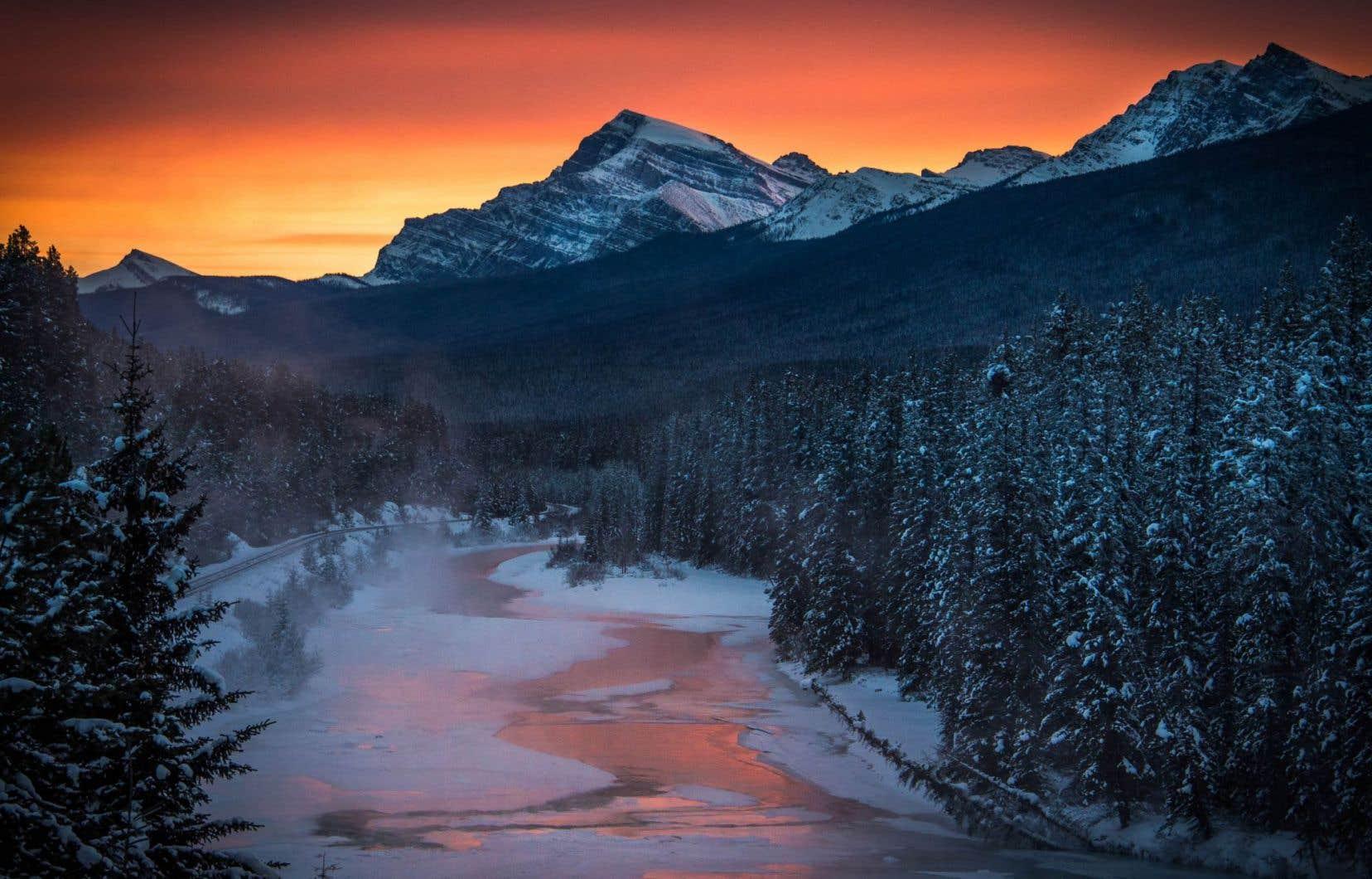 Au parc national de Banff, en Alberta, la rivière Bow luit au crépuscule. Pour son projet, David Suzuki a fait une tournée canadienne.