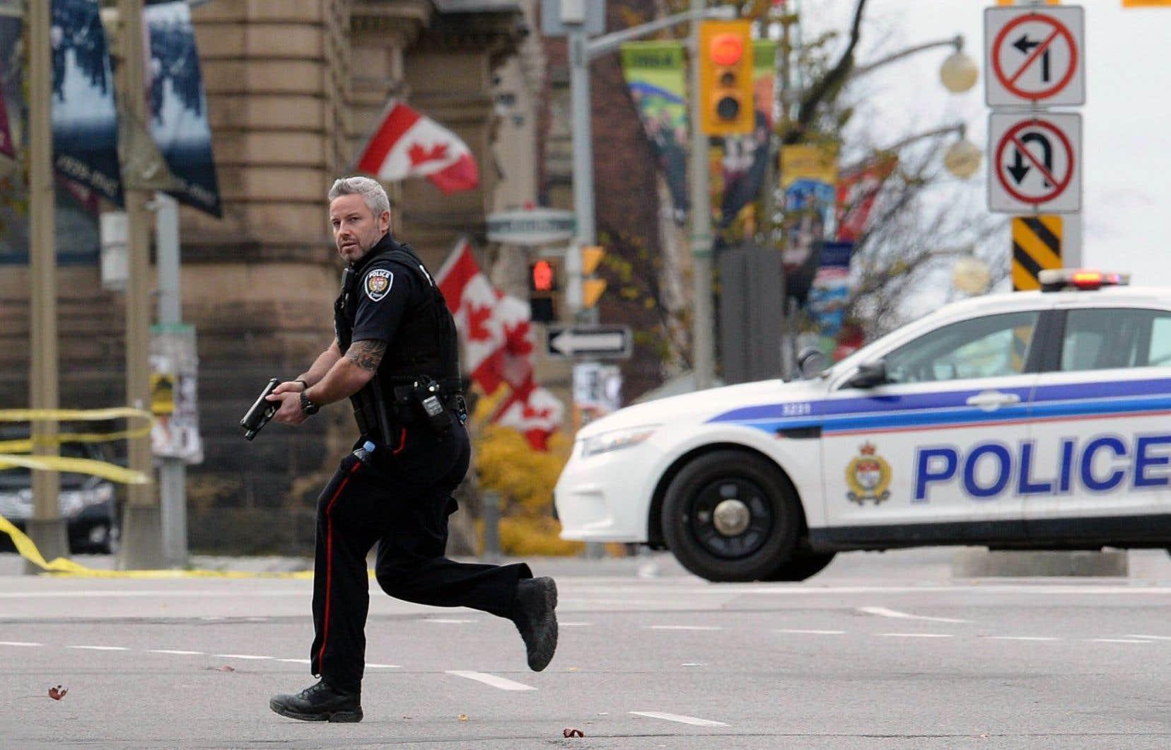 La sécurité sera aussi rehaussée au Parlement. Comme promis après l'attaque d'octobre dernier, les trois services de police qui surveillent la Colline seront amalgamés sous l'égide de la GRC. Ce qui coûtera 60,4millions sur trois ans.