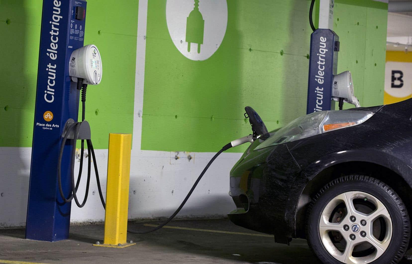 Pour l'instant, les voitures électriques ne représenteraient que 0,5% des ventes automobiles au Québec.