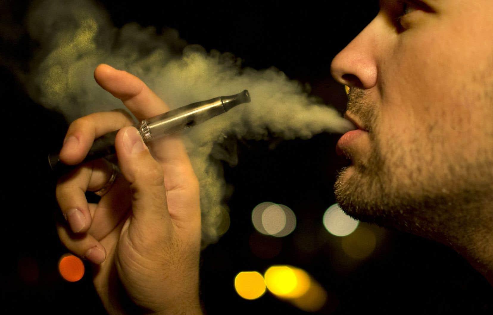 Le projet de loi 44 restreint encore davantage l'usage du tabac en étendant aux terrasses des restaurants et des bars l'interdiction de fumer.