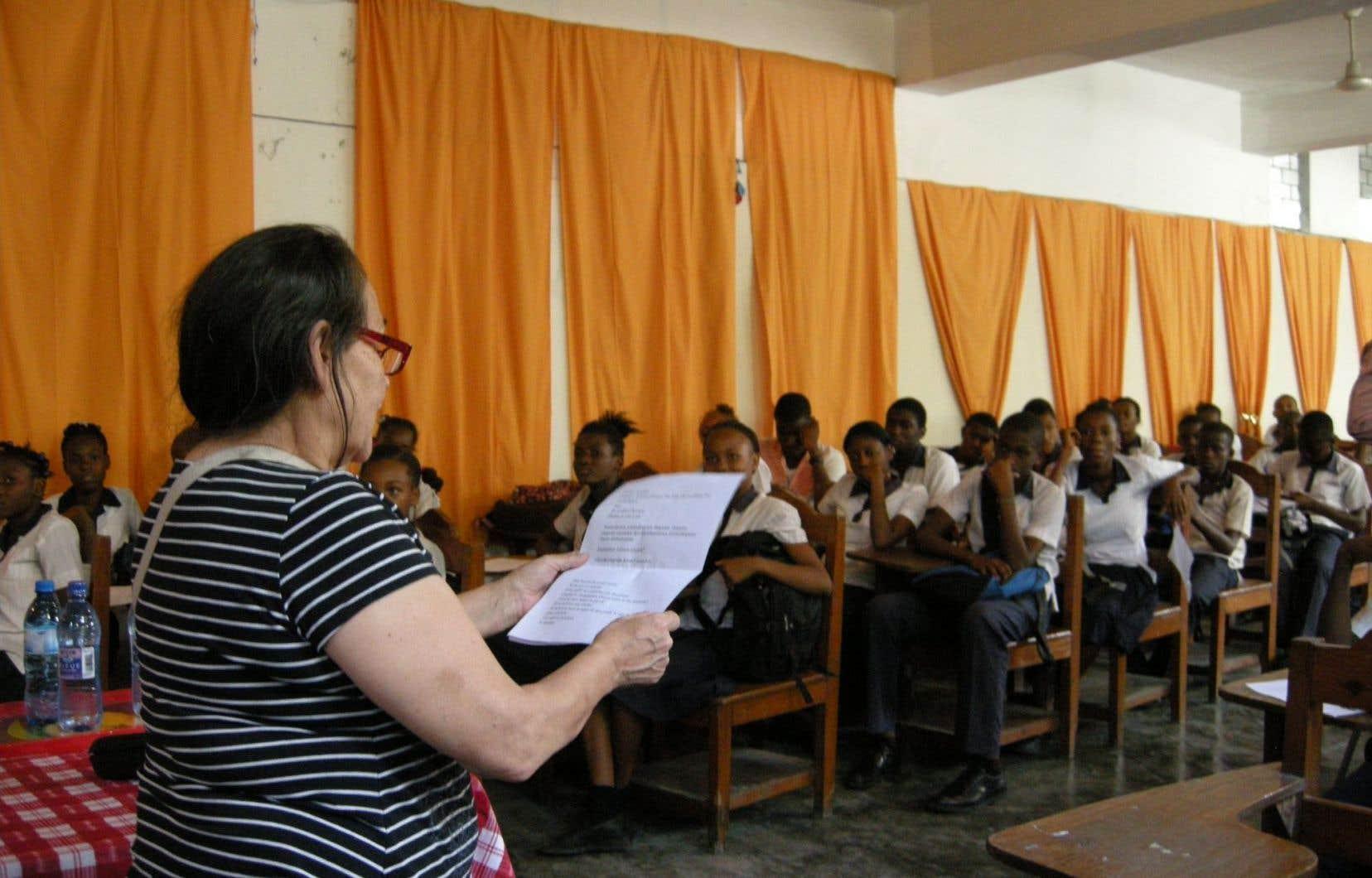 Joséphine Bacon a lu son poème devant 150 étudiants haïtiens.