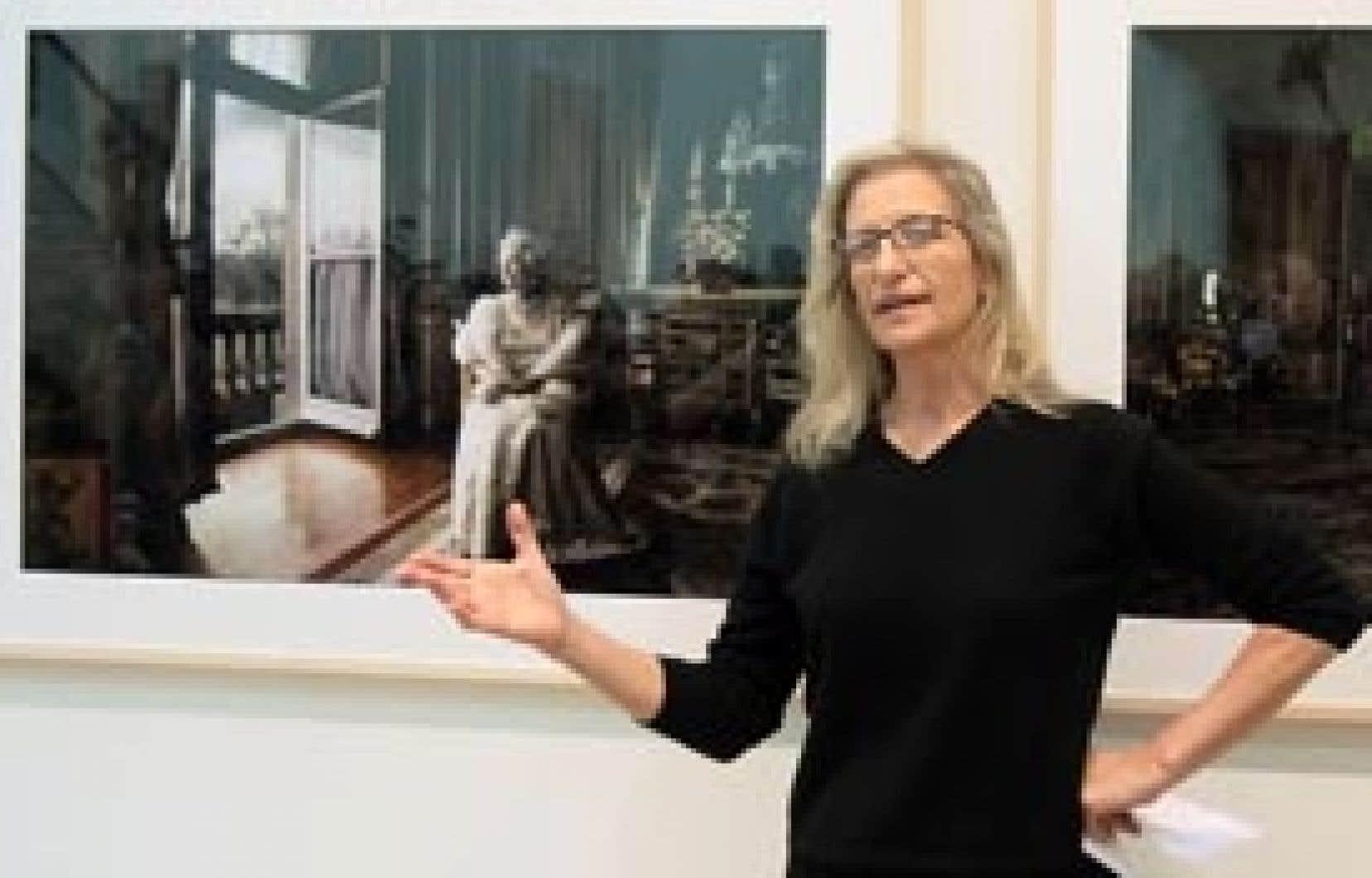 Le New York Times révélait récemment que la photographe Annie Leibovitz, qu'on voit ici lors du vernissage d'une exposition de ses oeuvres, aurait emprunté à Art Capital Group 15 millions $US en gageant ses photos passées, présentes et à veni
