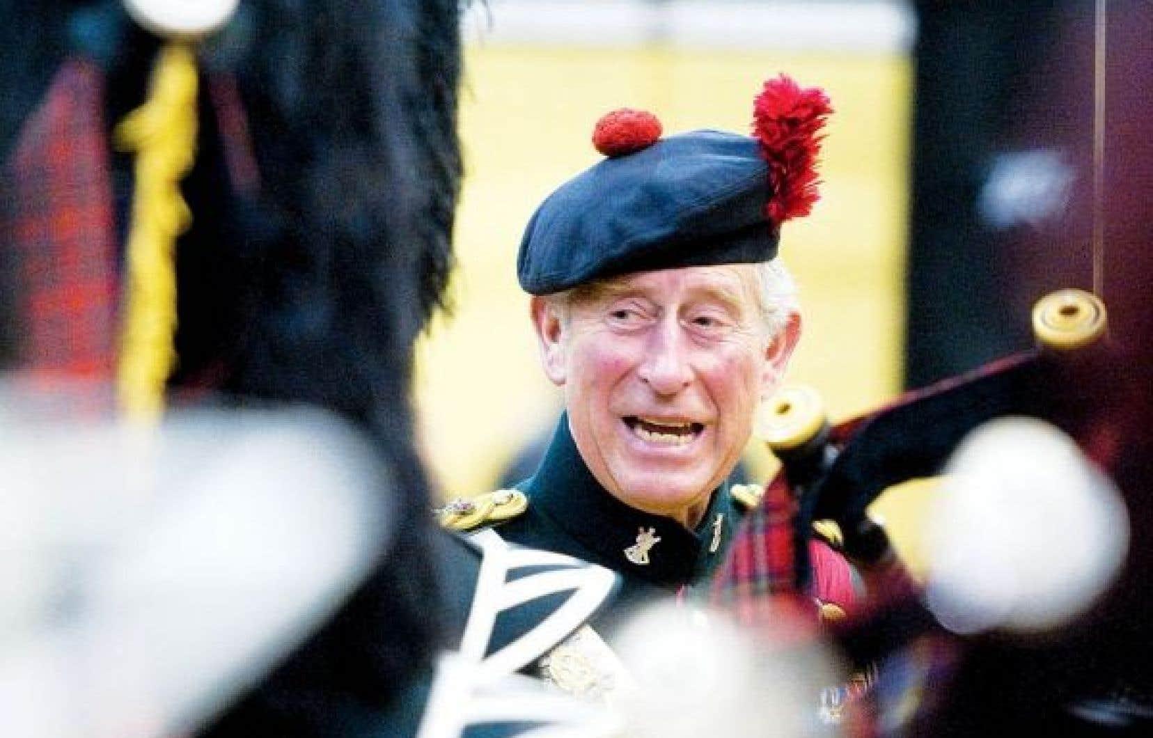 Le prince Charles, héritier de la couronne, ici dans son rôle de colonel en chef du régiment canadien des Black Watch. Selon la hiérarchie royale, Charles doit devenir le prochain roi du Canada.
