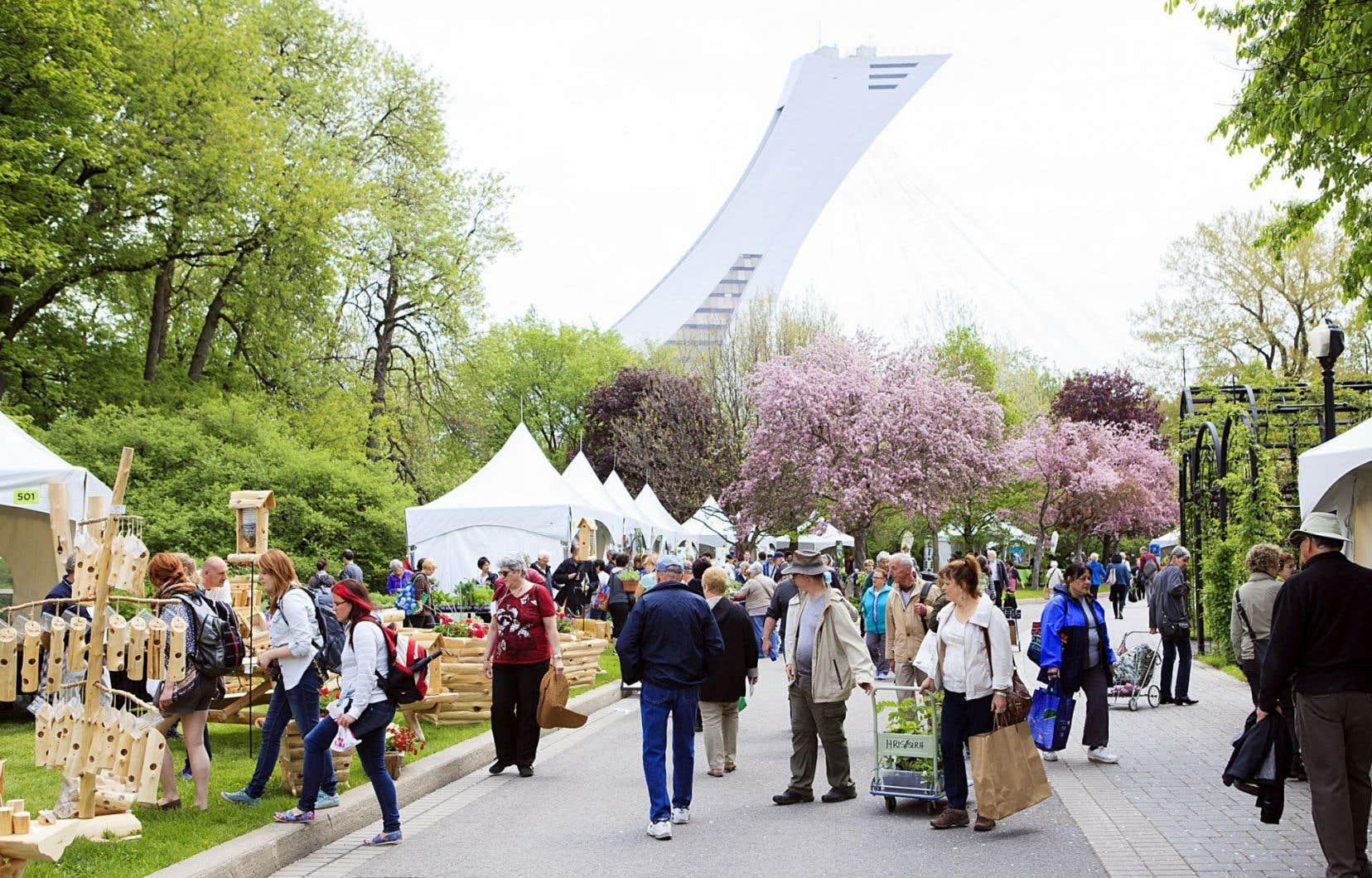 Au carrefour du Jardin botanique, vous trouverez des horticulteurs pour répondre à vos questions, mais la vente de végétaux du Jardin se fera à la boutique L'Orchidée.