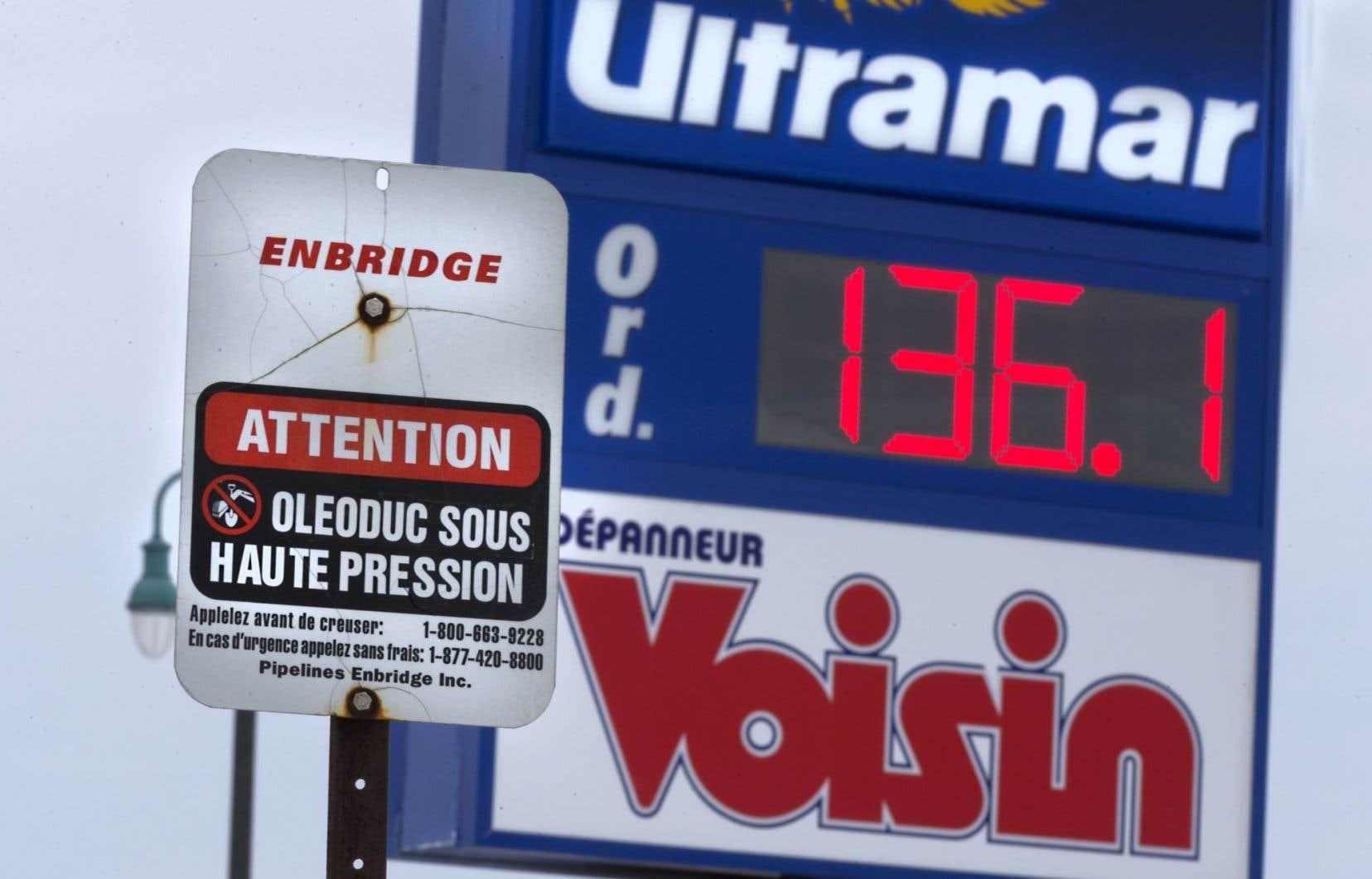 Plusieurs municipalités plaident depuis longtemps pour ce type de test, qui consiste à remplir et pressuriser l'oléoduc avec de l'eau, afin de détecter des anomalies, comme des fuites.