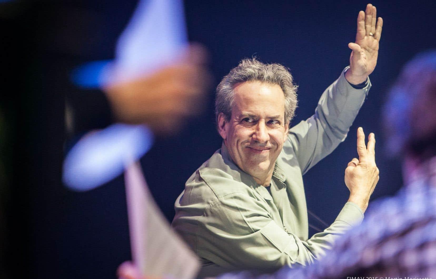 Le sourire contagieux du compositeur et multi-instrumentiste Jean Derome, venu débuter son Année Jean Deromeavec Résistances.