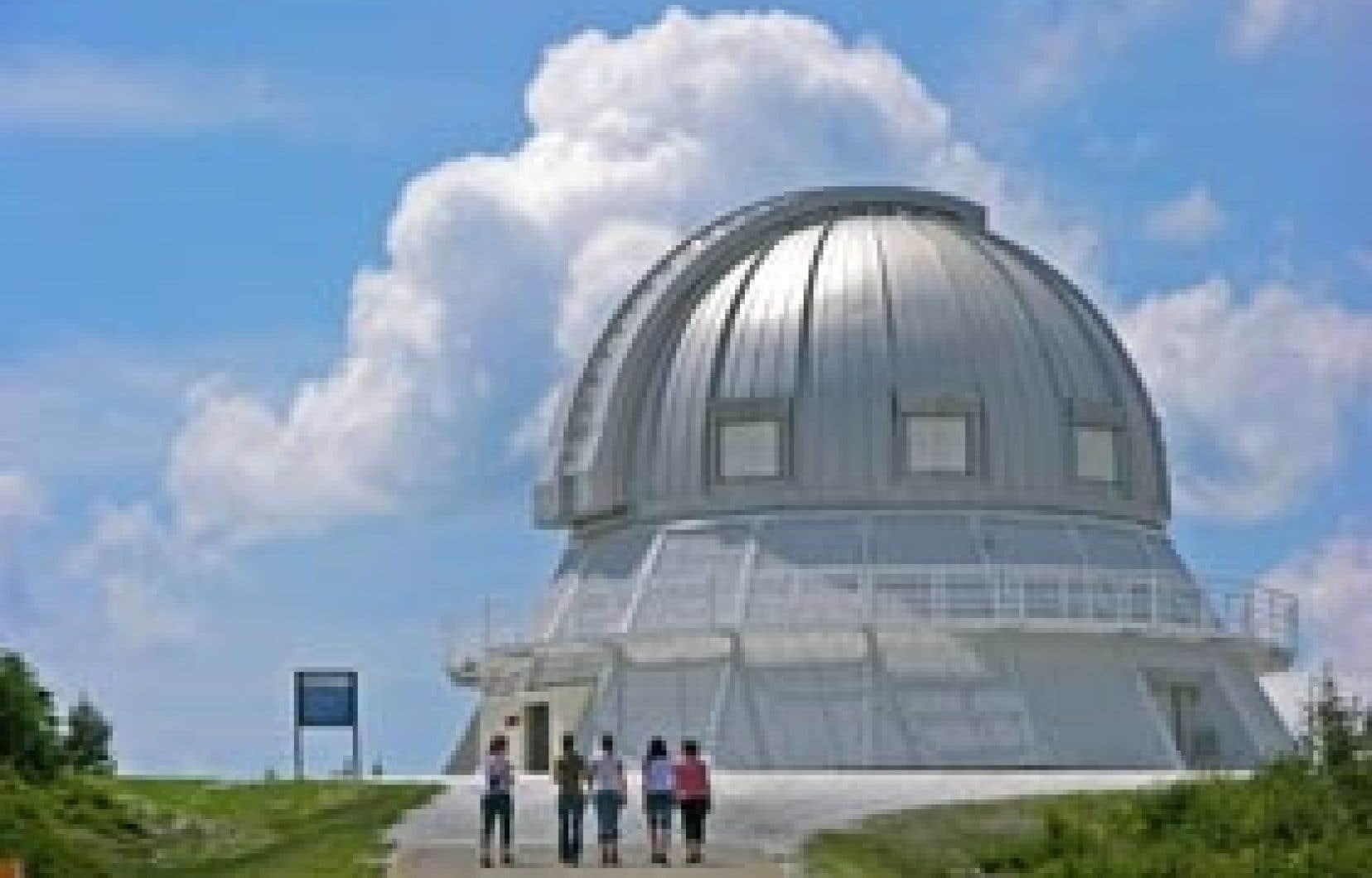 Muni d'un télescope équipé d'un miroir de 1,60 m de diamètre, l'Observatoire du Mont-Mégantic est le plus important observatoire astronomique de l'est de l'Amérique du Nord.