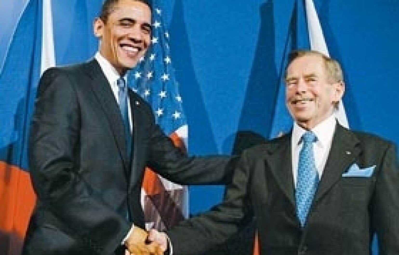 Le président américain, Barack Obama, était accompagné du président tchèque Vaclav Havel, hier, à l'ouverture du sommet de l'Union européenne à Prague.